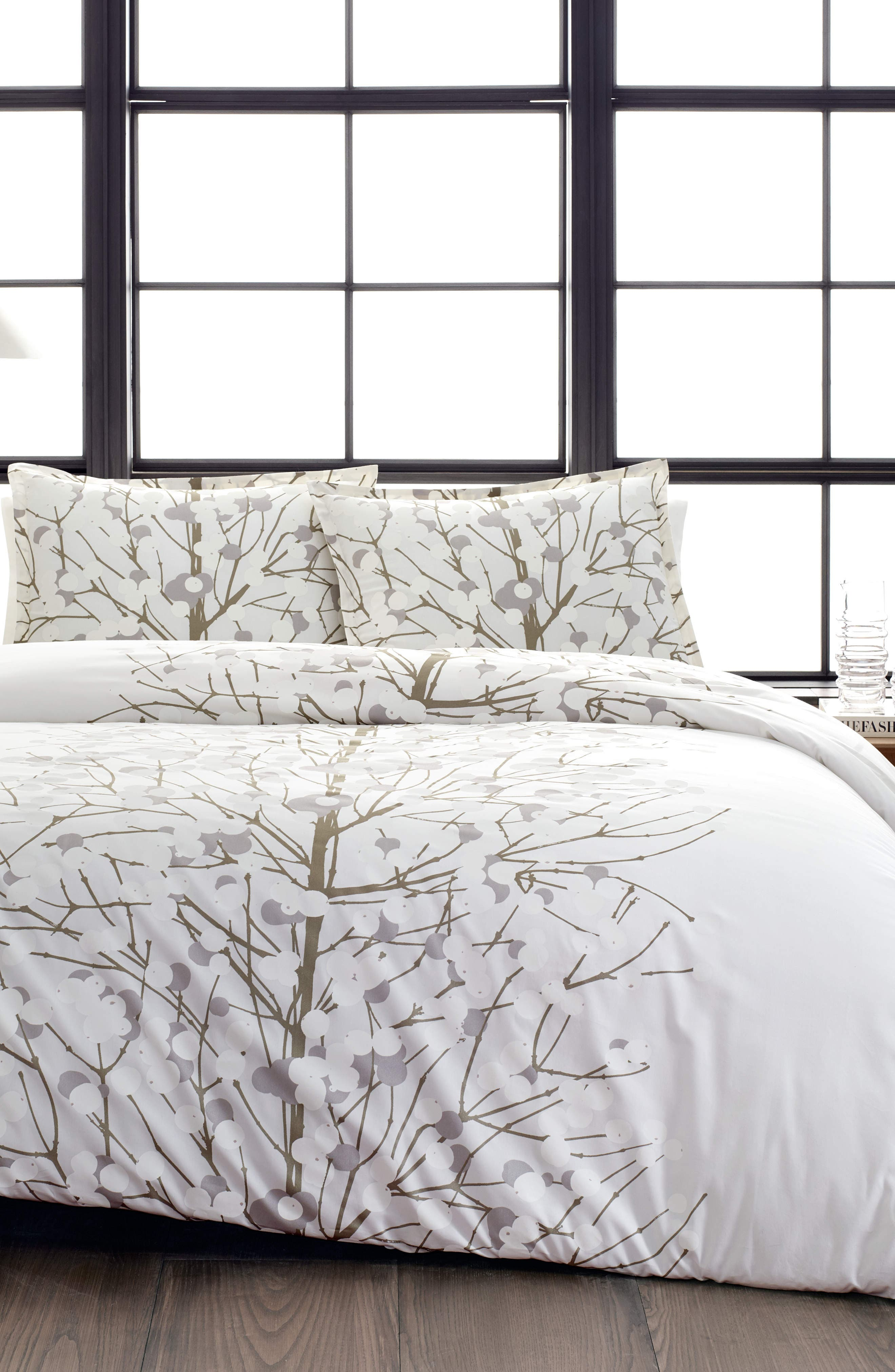 Lumimarja Silver Comforter & Sham Set,                         Main,                         color, MEDIUM GREY