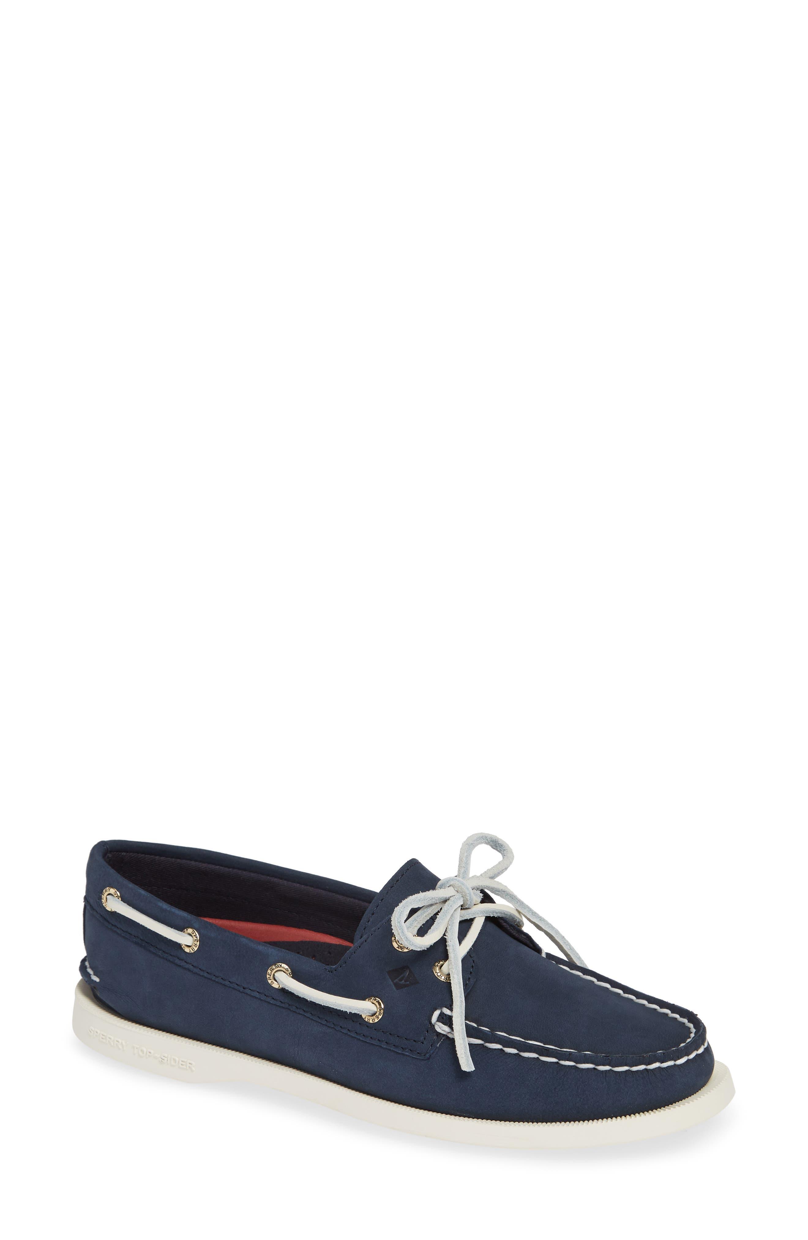 2-Eyelet Boat Shoe in Navy Leather
