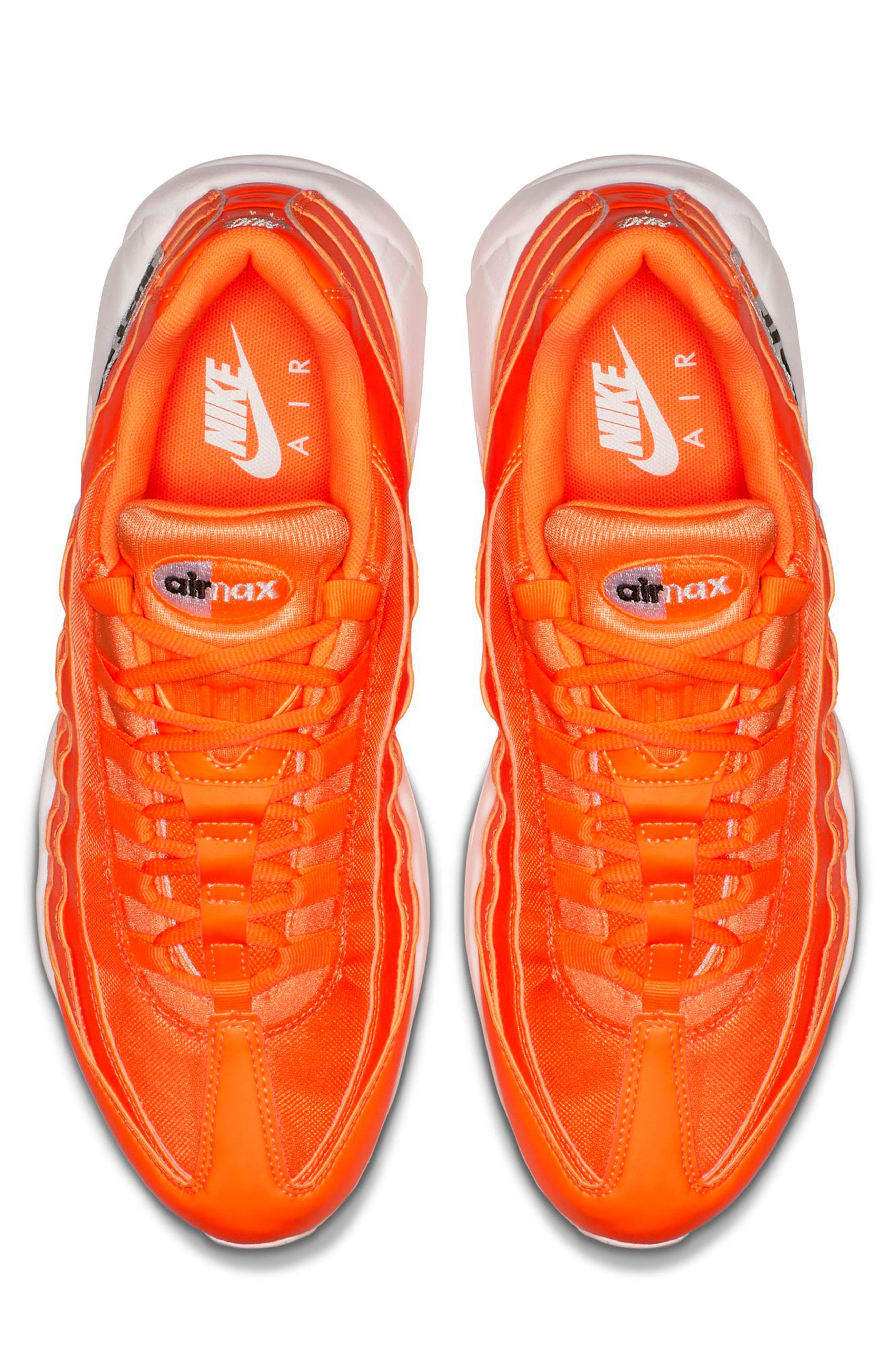 Air Max 95 SE Running Shoe,                             Alternate thumbnail 4, color,                             ORANGE/ WHT-BLK