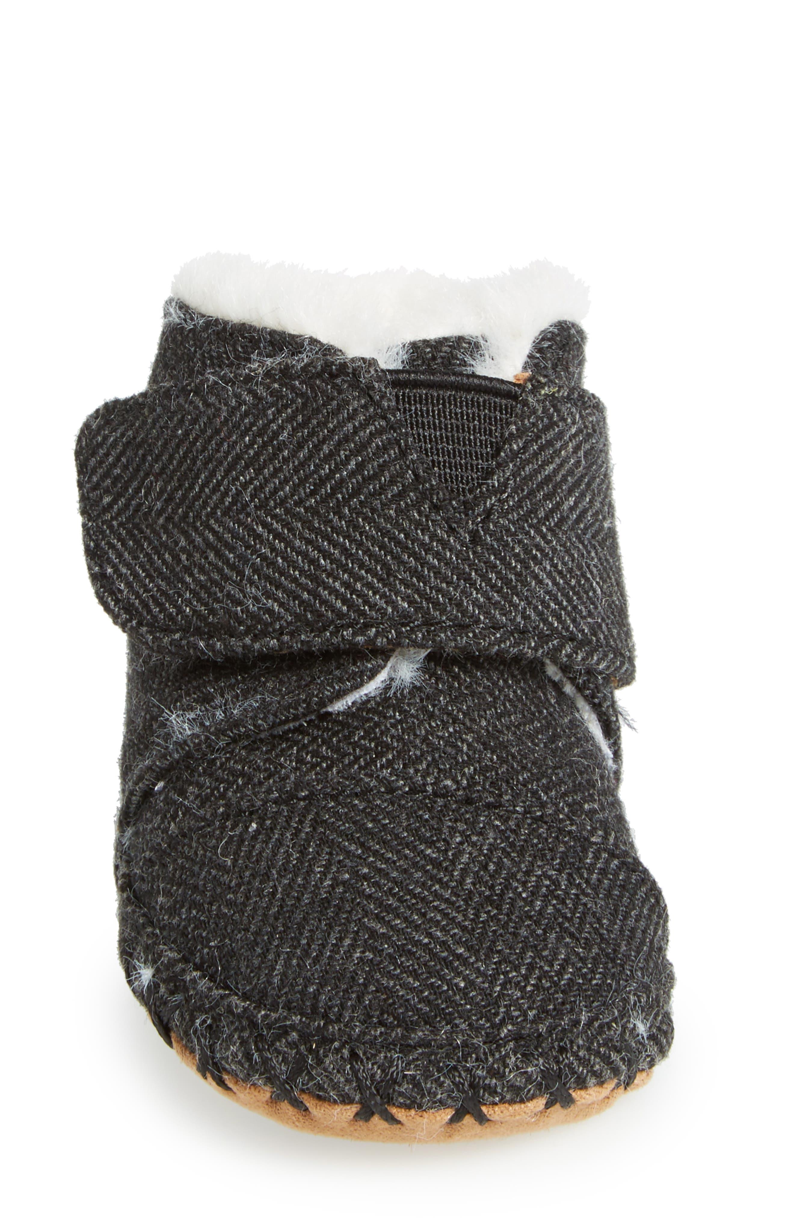 Tiny Cuna Faux Fur Crib Bootie,                             Alternate thumbnail 4, color,                             001