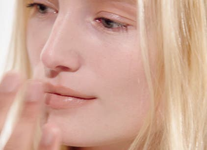 Play M·A·C video about the 30-second nude lip.
