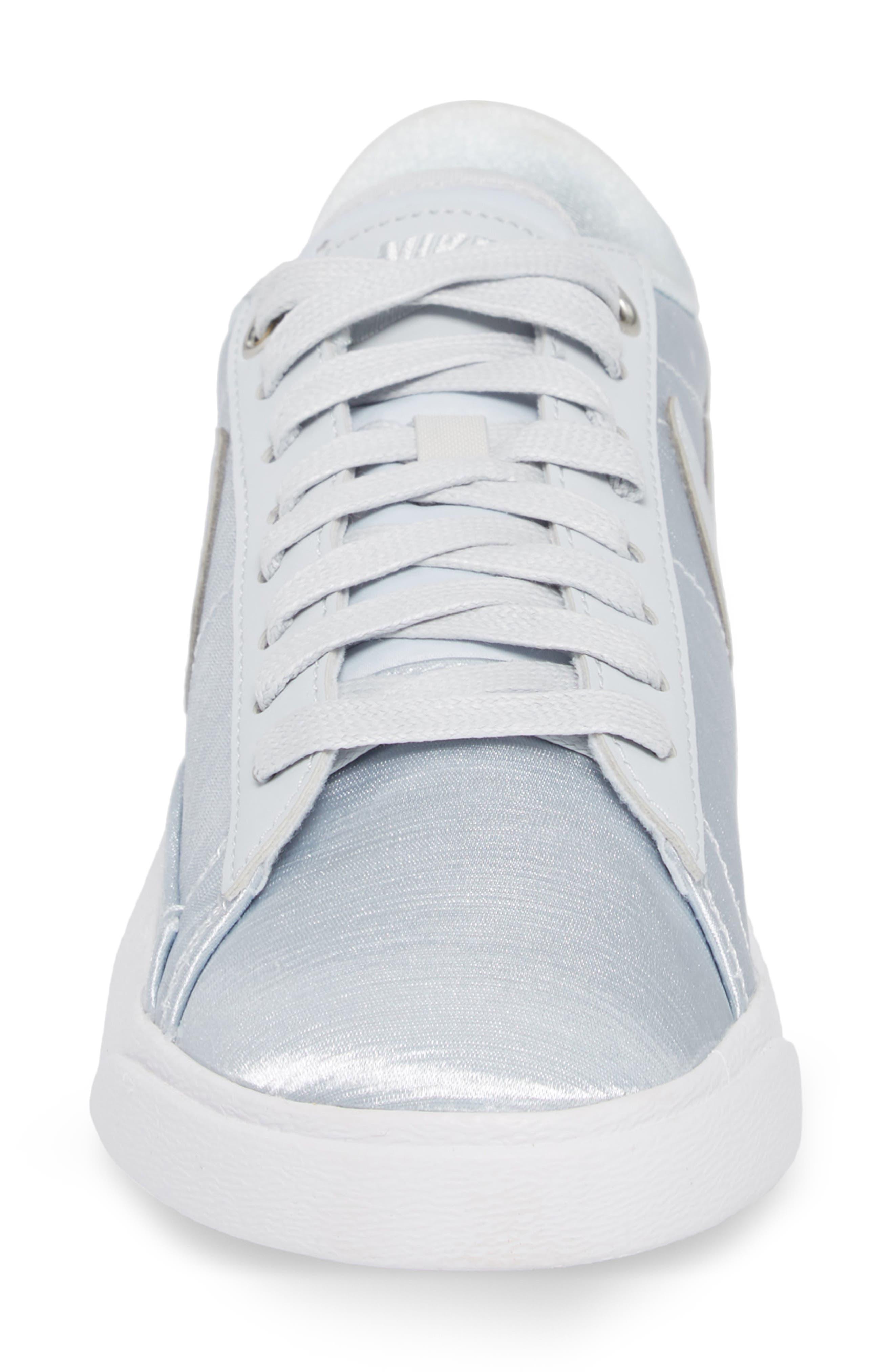 Blazer Low Top Sneaker SE,                             Alternate thumbnail 4, color,                             040