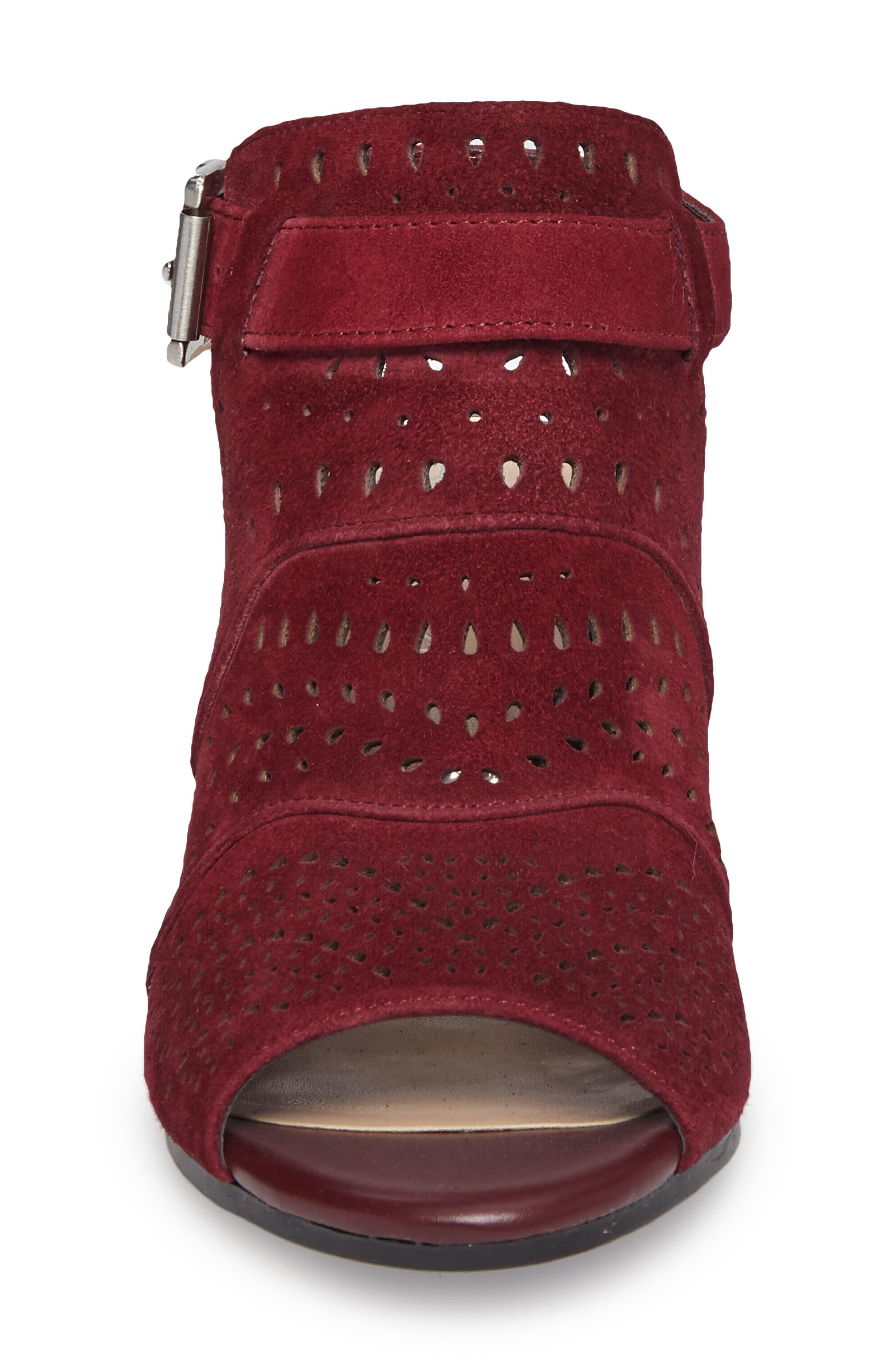Fonda Perforated Sandal,                             Alternate thumbnail 4, color,                             930