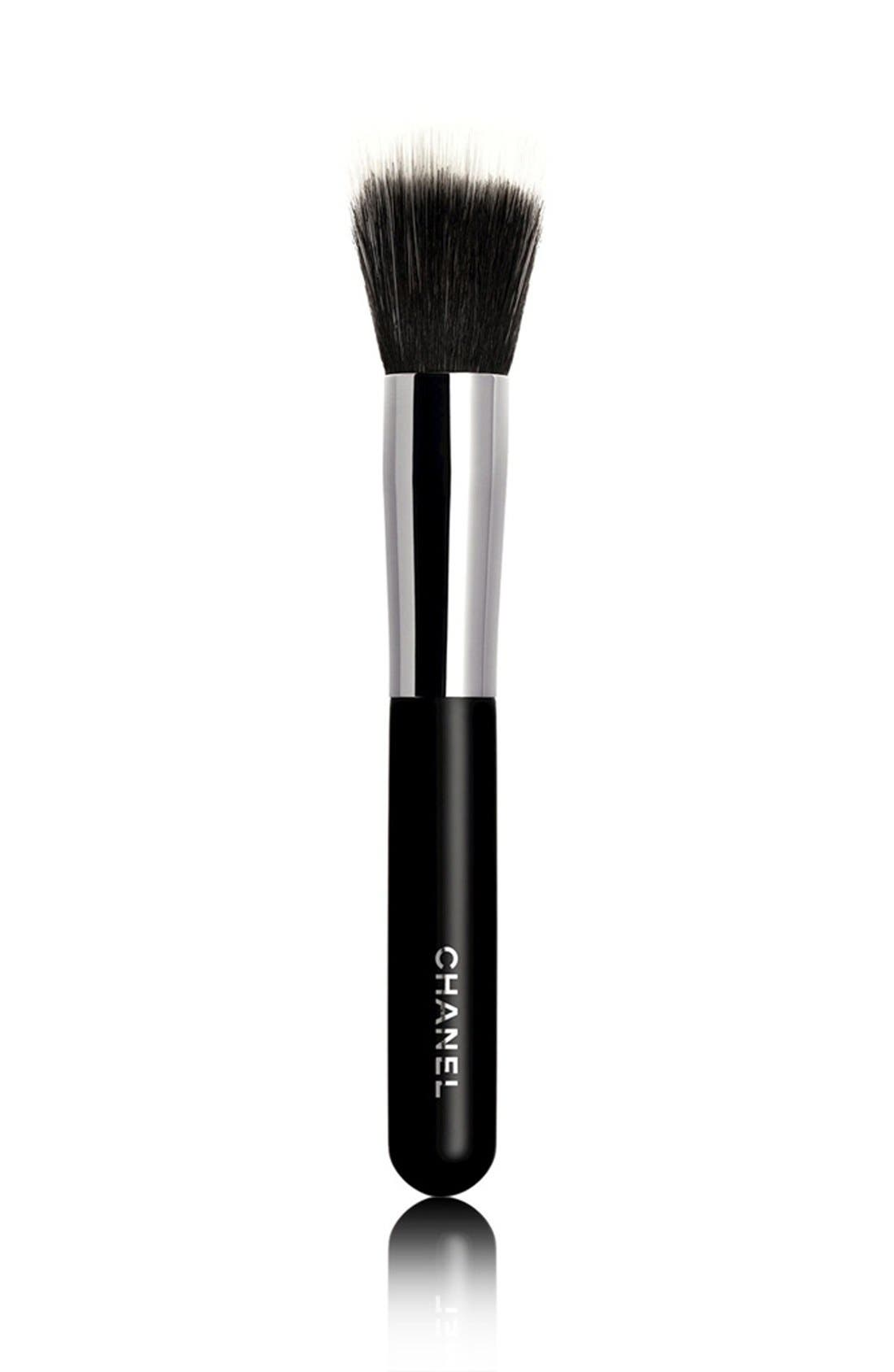 PINCEAU FOND DE TEINT ESTOMPE<br />Blending Foundation Brush #7,                             Main thumbnail 1, color,                             000