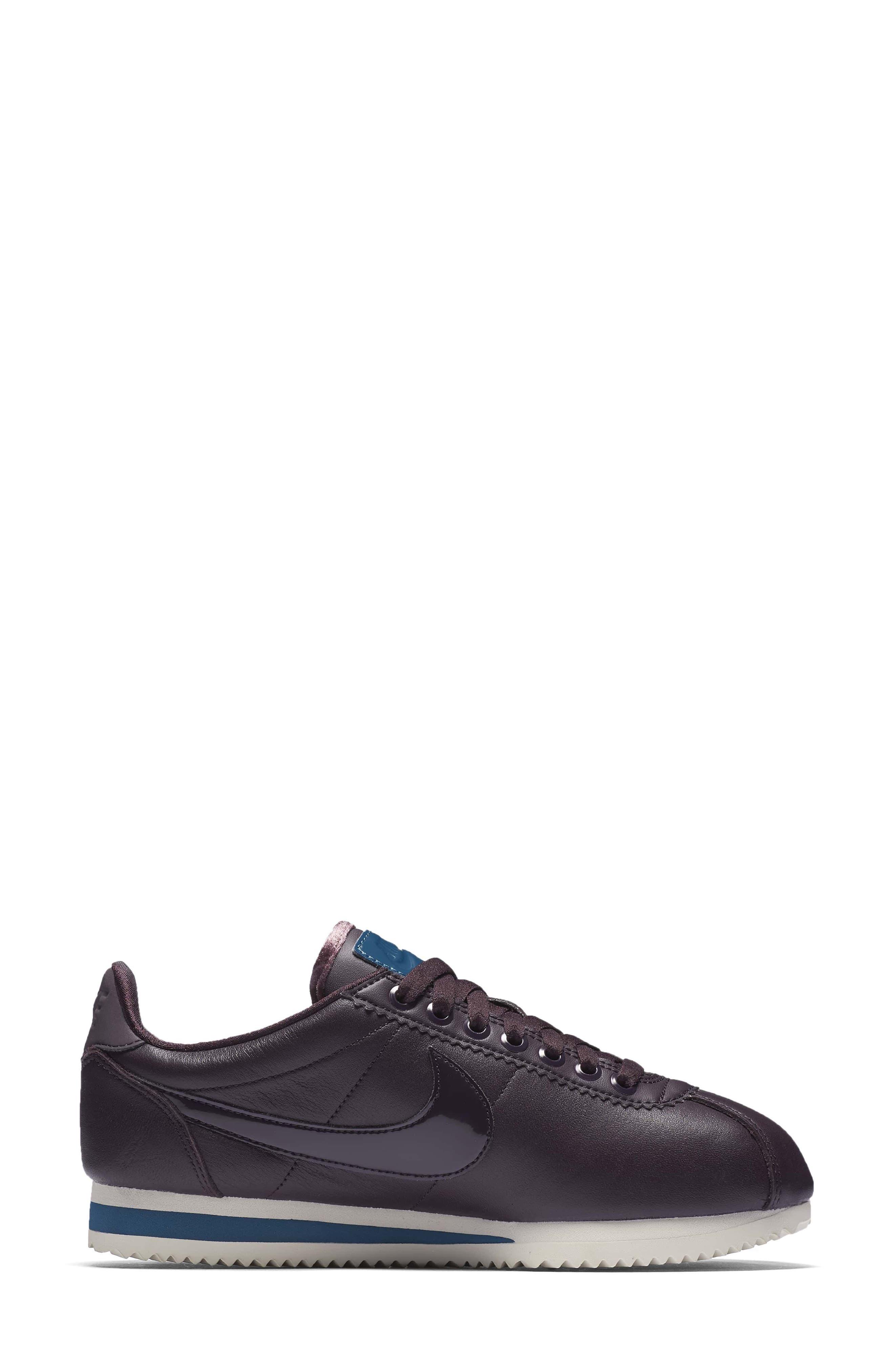 Classic Cortez SE Premium Sneaker,                             Alternate thumbnail 6, color,