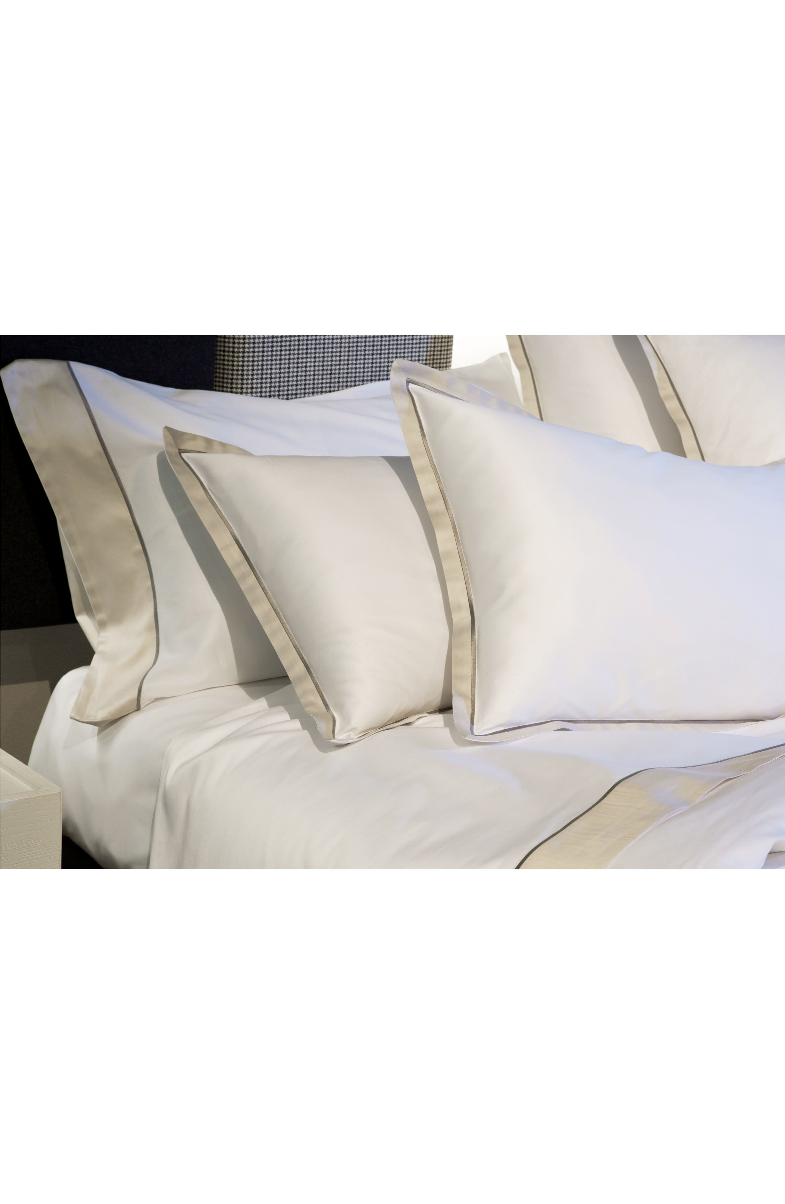Signoria Firenze Luna 600 Thread Count Flat Sheet,                             Alternate thumbnail 3, color,                             WHITE/PEARL