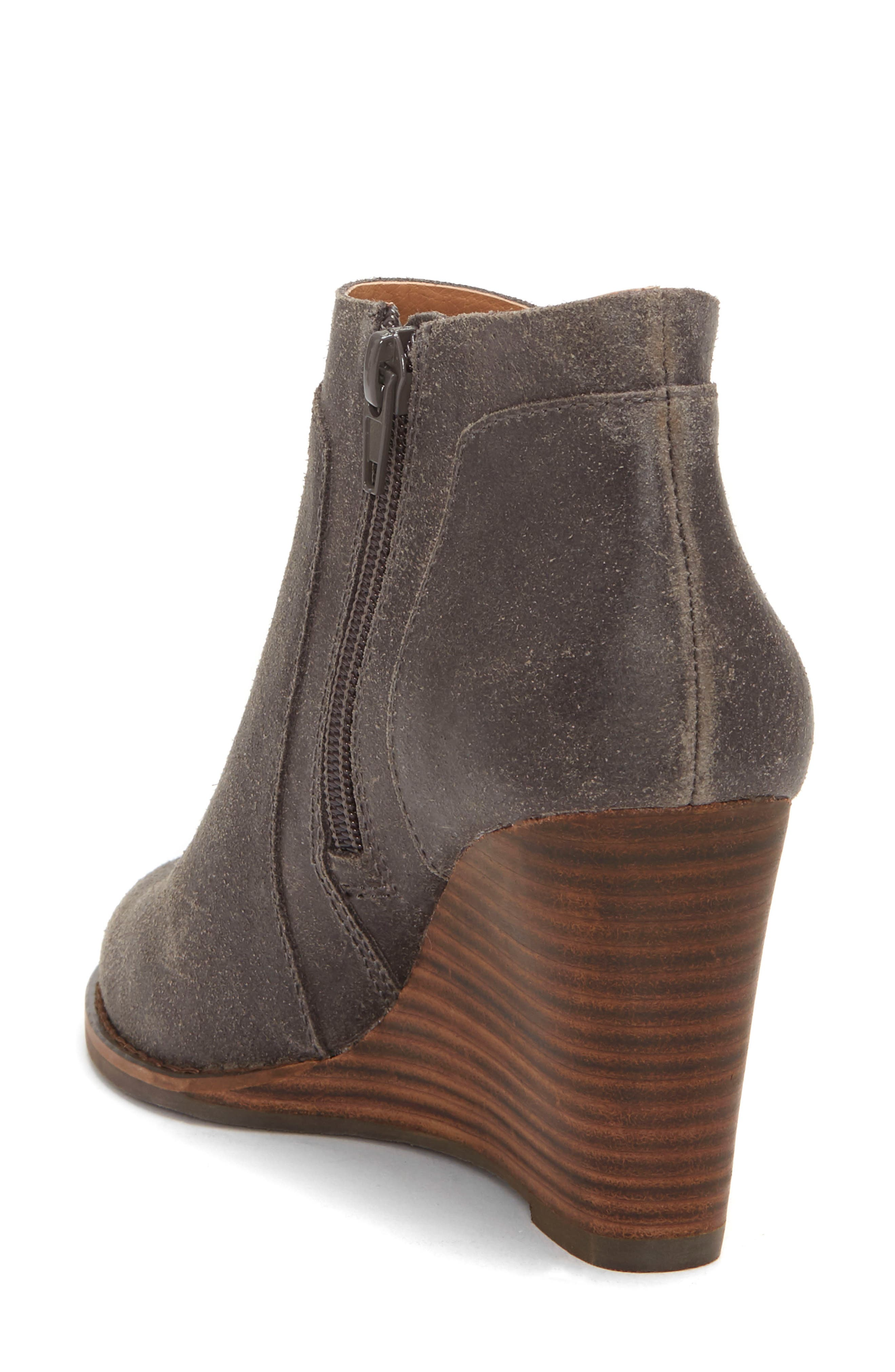 LUCKY BRAND, Yabba Wedge Bootie, Alternate thumbnail 2, color, STORM NUBUCK