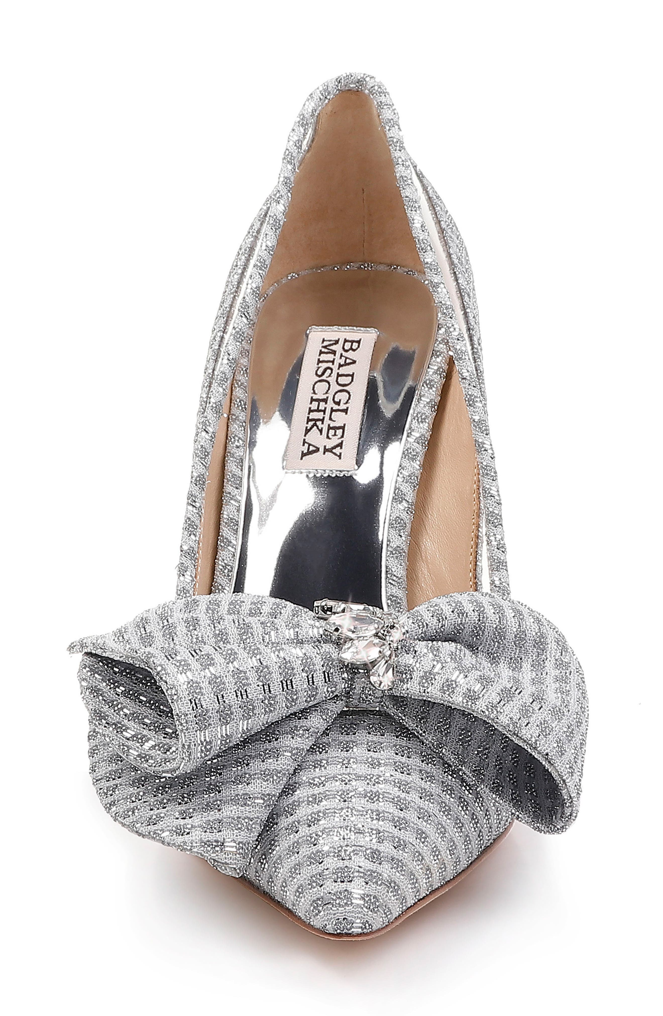BADGLEY MISCHKA COLLECTION, Badgley Mischka Frances Bow Pump, Alternate thumbnail 4, color, SILVER GLITTER FABRIC