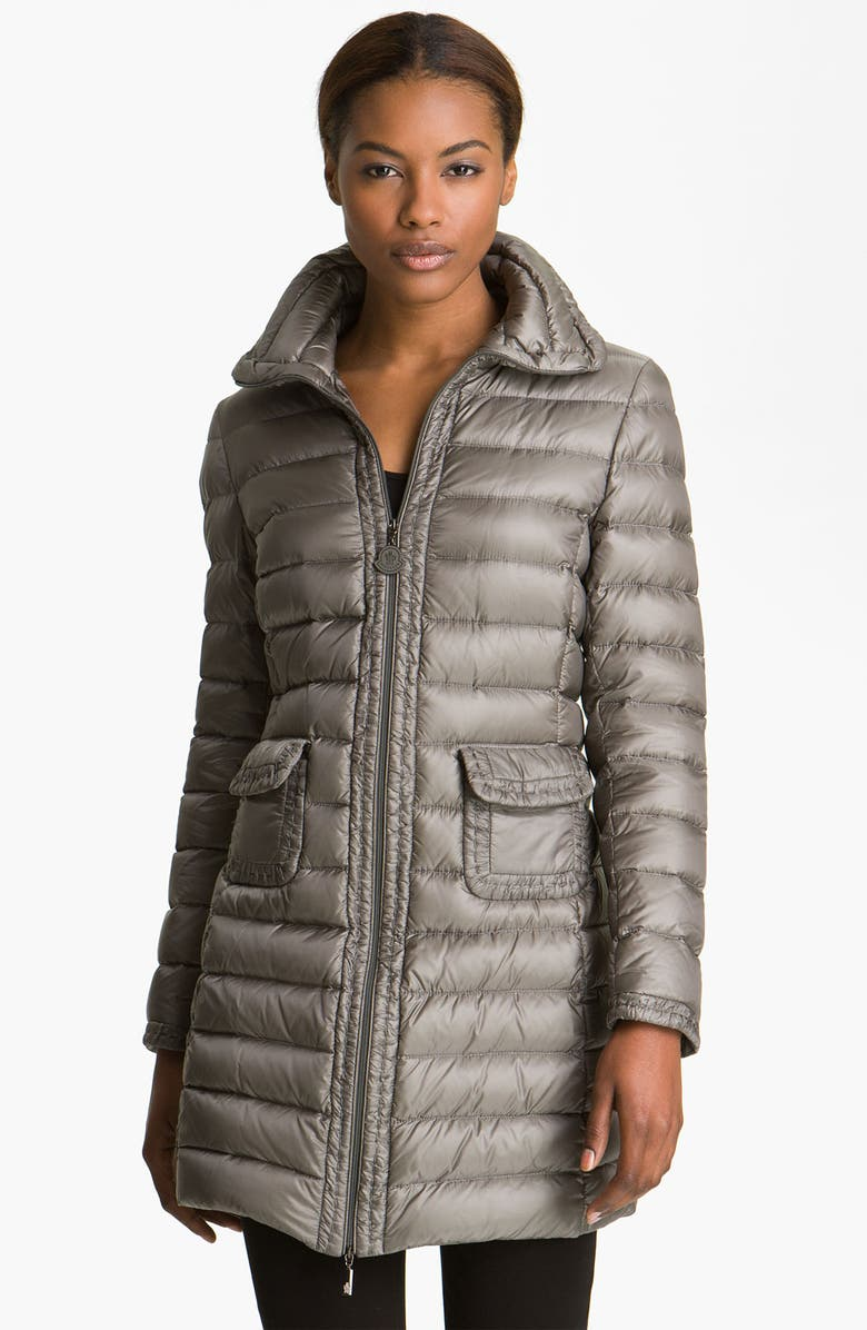 b6d8f1caef44 Moncler  Vanneau  Fitted Down Coat