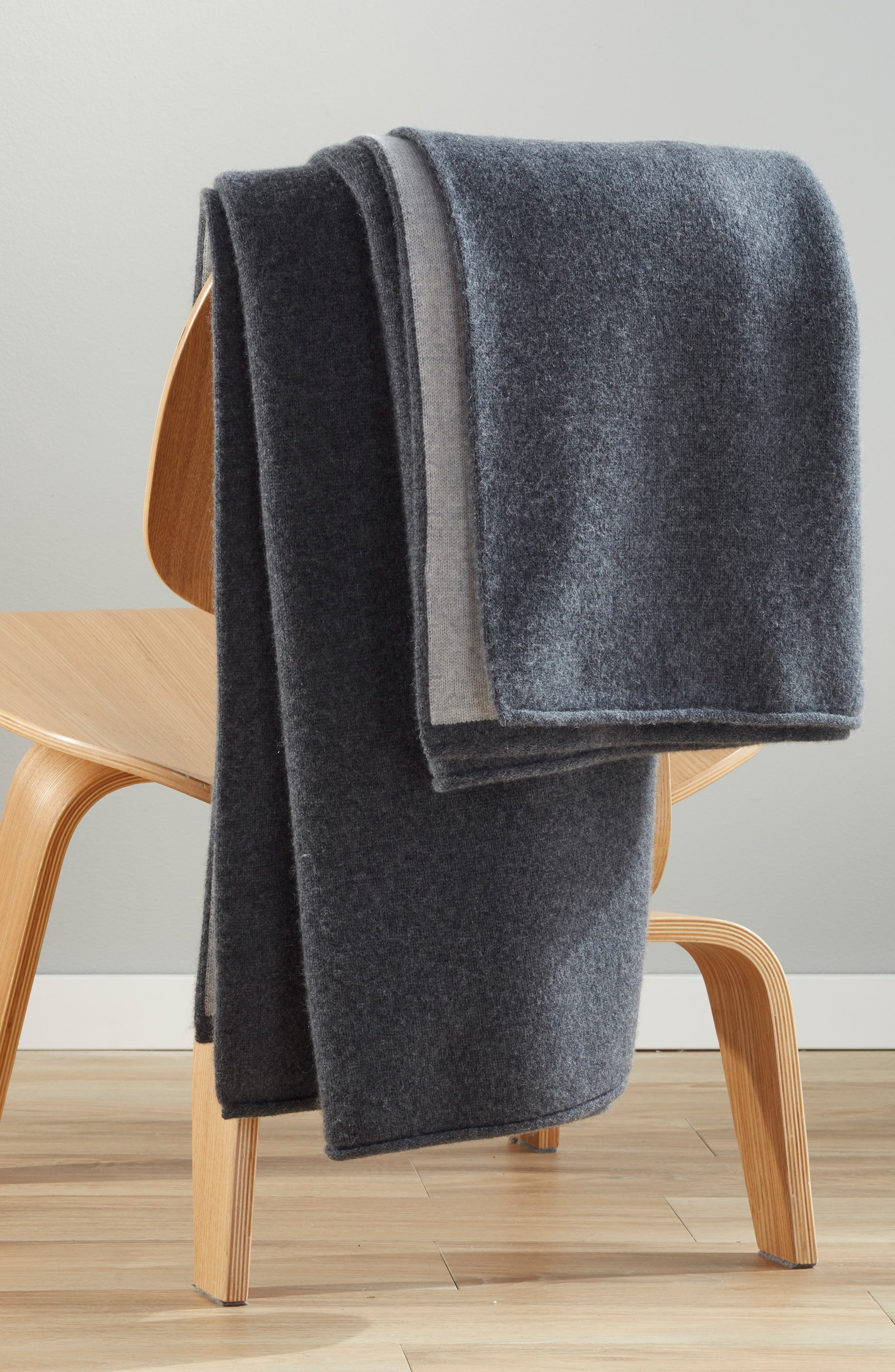 NORDSTROM SIGNATURE, Double Knit Cashmere Throw, Alternate thumbnail 3, color, GREY CLAY HEATHER