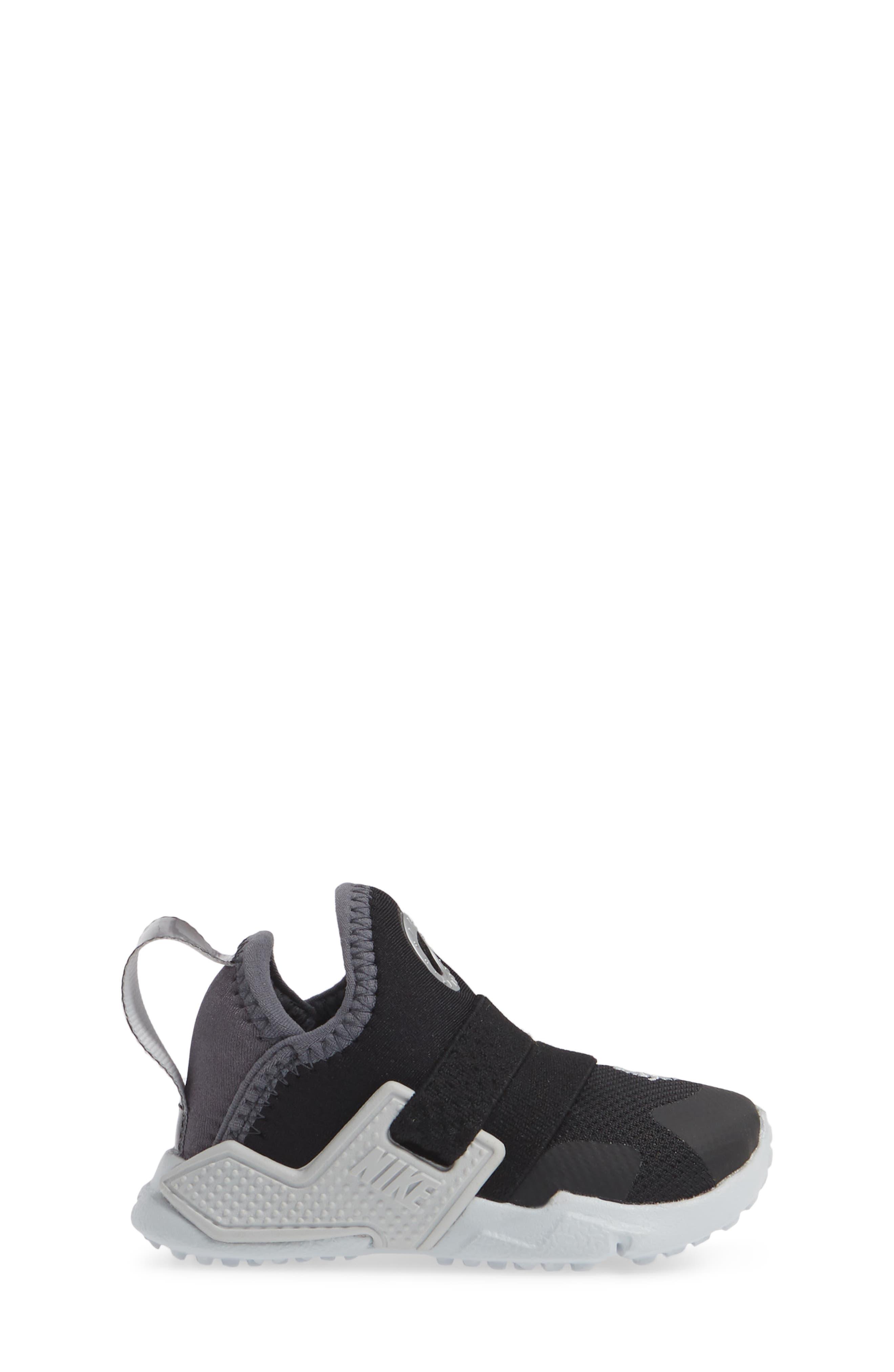 NIKE, Huarache Extreme Sneaker, Alternate thumbnail 3, color, BLACK/ METALLIC SILVER-GREY
