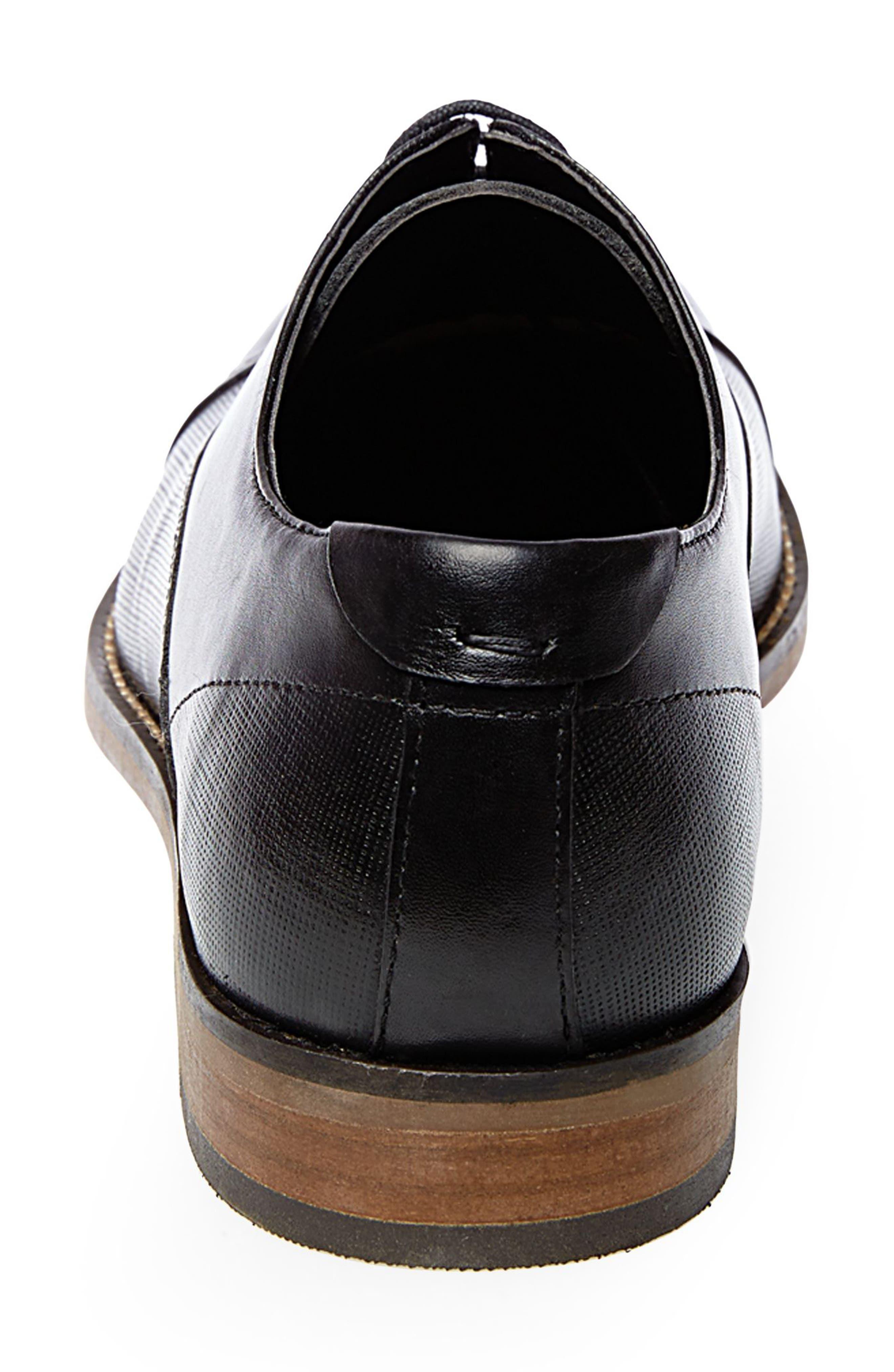 STEVE MADDEN, Finnich Textured Cap Toe Oxford, Alternate thumbnail 2, color, BLACK