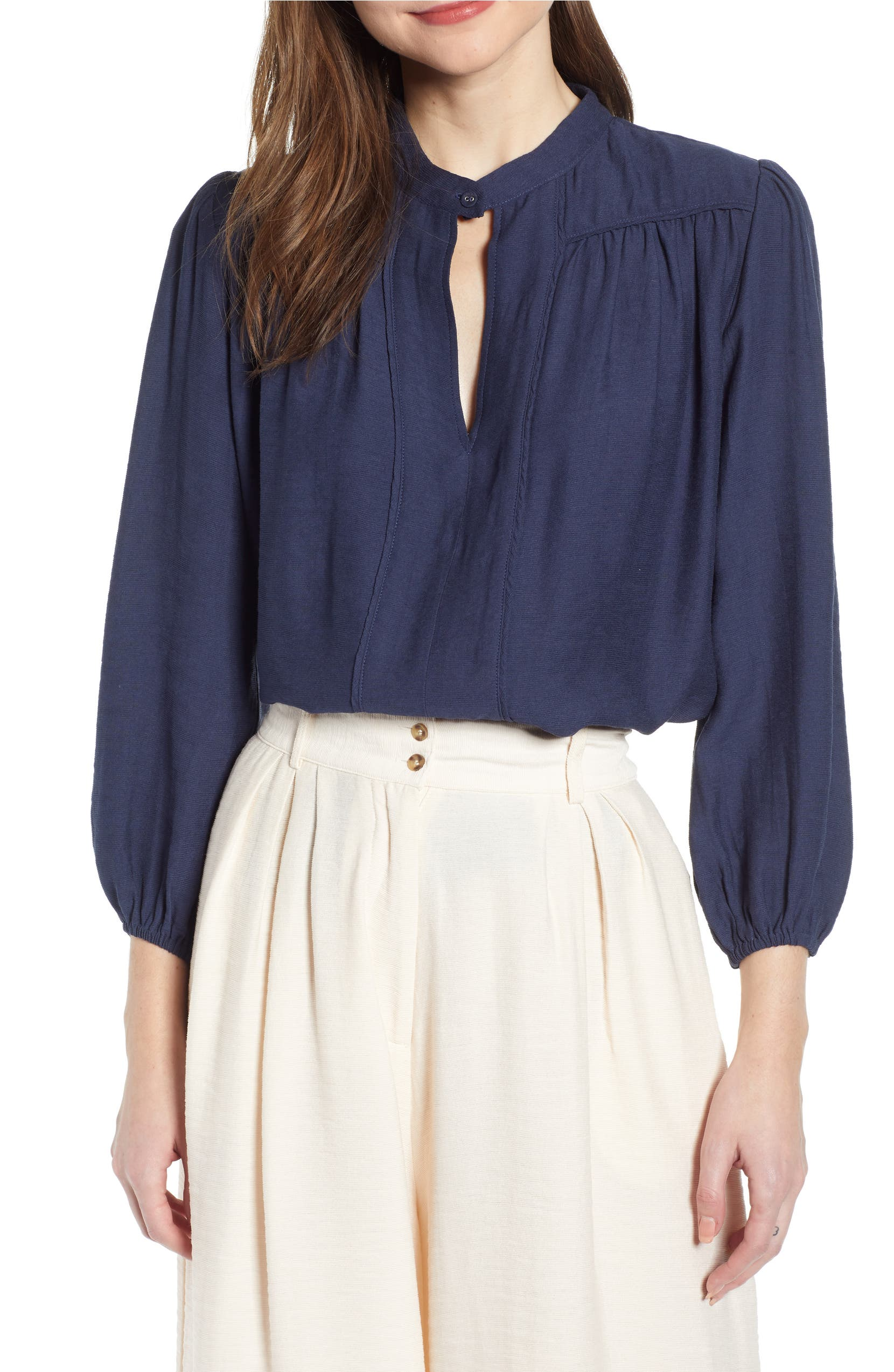 db633a74ed881 THE ODELLS Keyhole Detail Poet Blouse