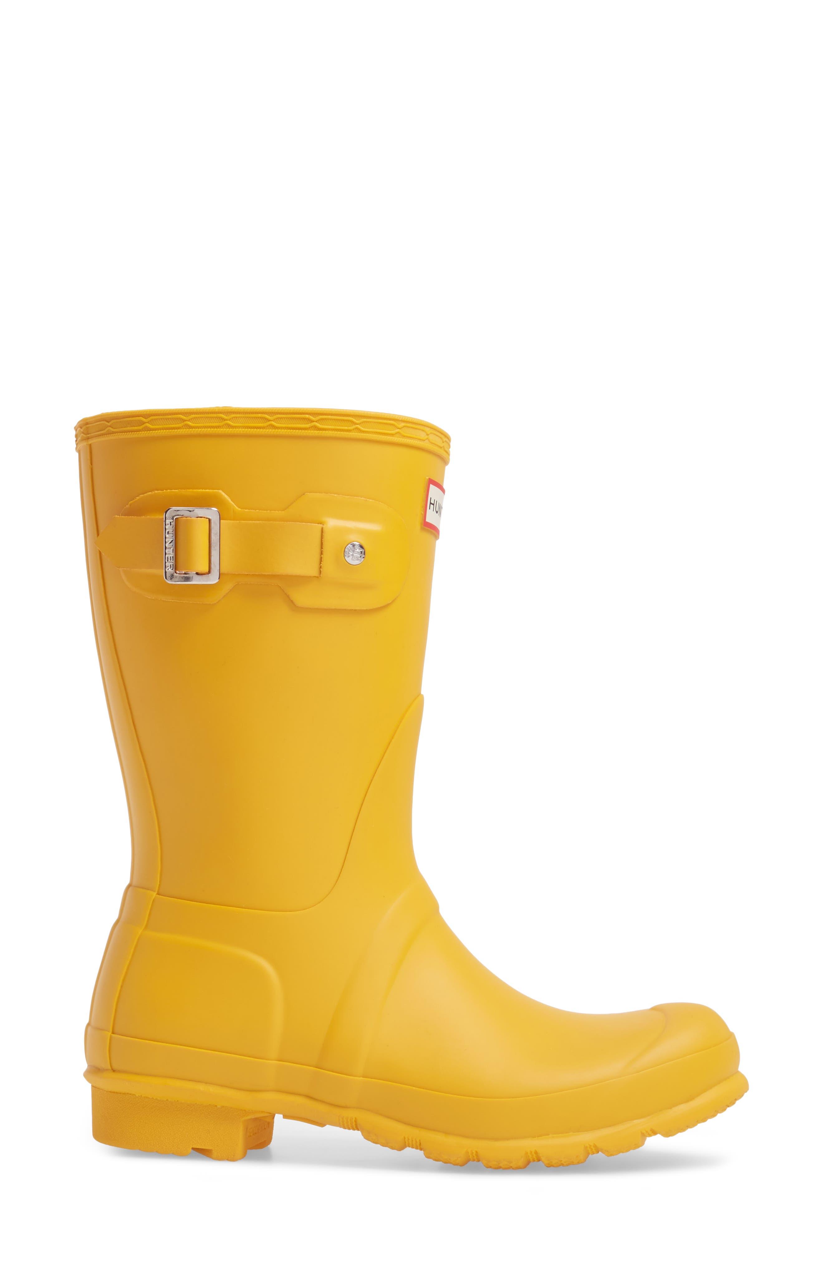 HUNTER, Original Short Waterproof Rain Boot, Alternate thumbnail 3, color, YELLOW/ YELLOW