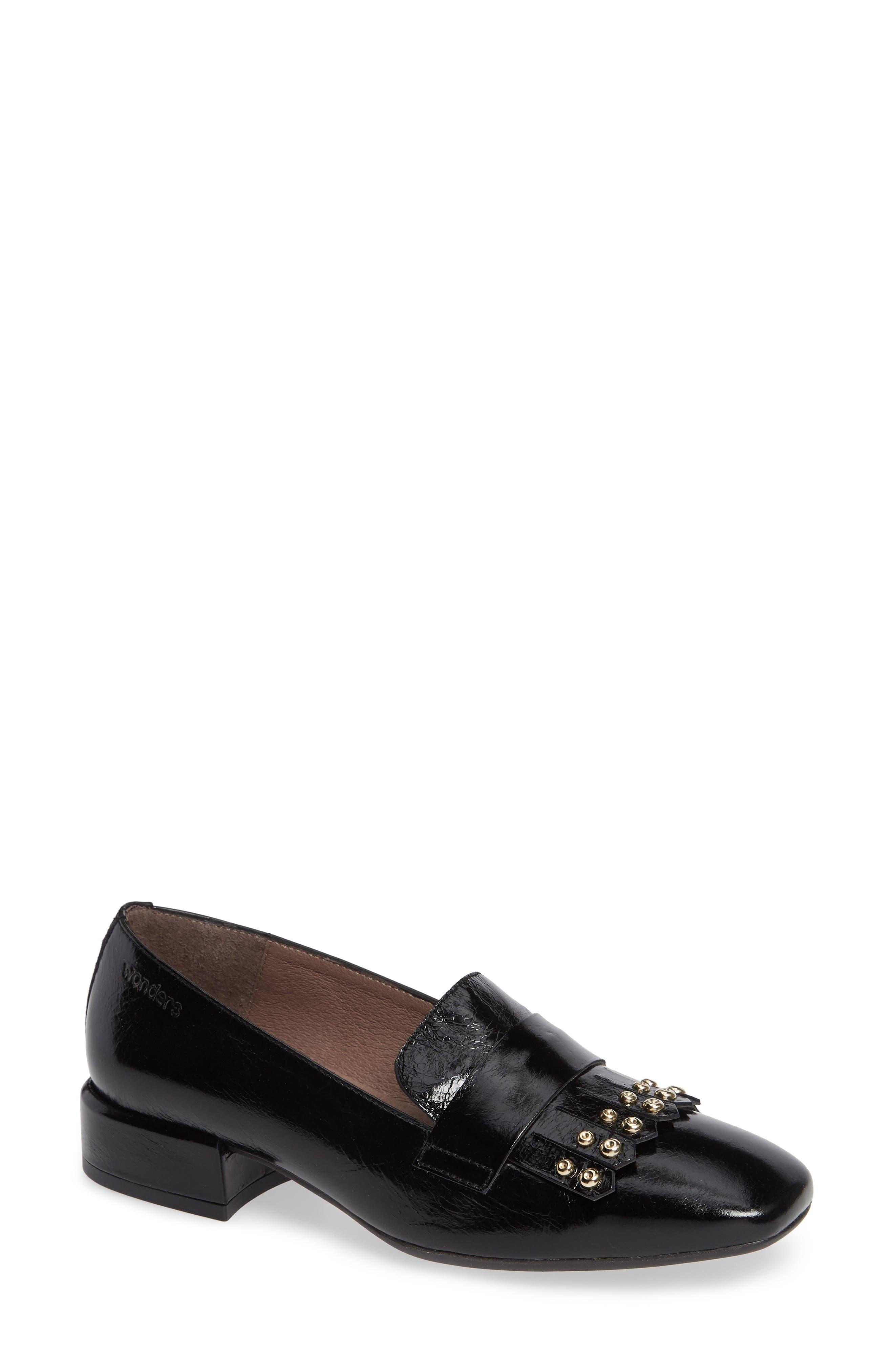 Wonders Low Heel Fringe Loafer - Black