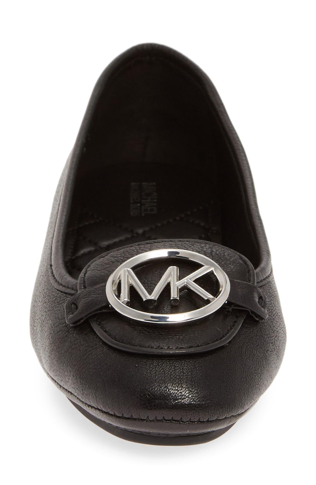 MICHAEL MICHAEL KORS, Lillie Logo Ballet Flat, Alternate thumbnail 4, color, BLACK LEATHER/ SILVER LOGO