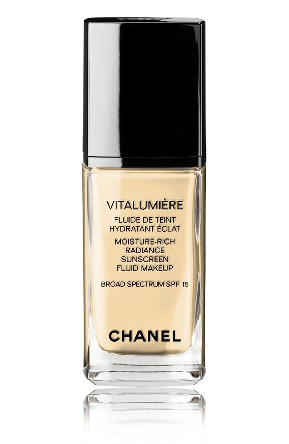 CHANEL VITALUMIÈRE<br />Moisture-Rich Radiance Sunscreen Fluid Makeup Broad Spectrum SPF 15, Main, color, 20 CLAIR