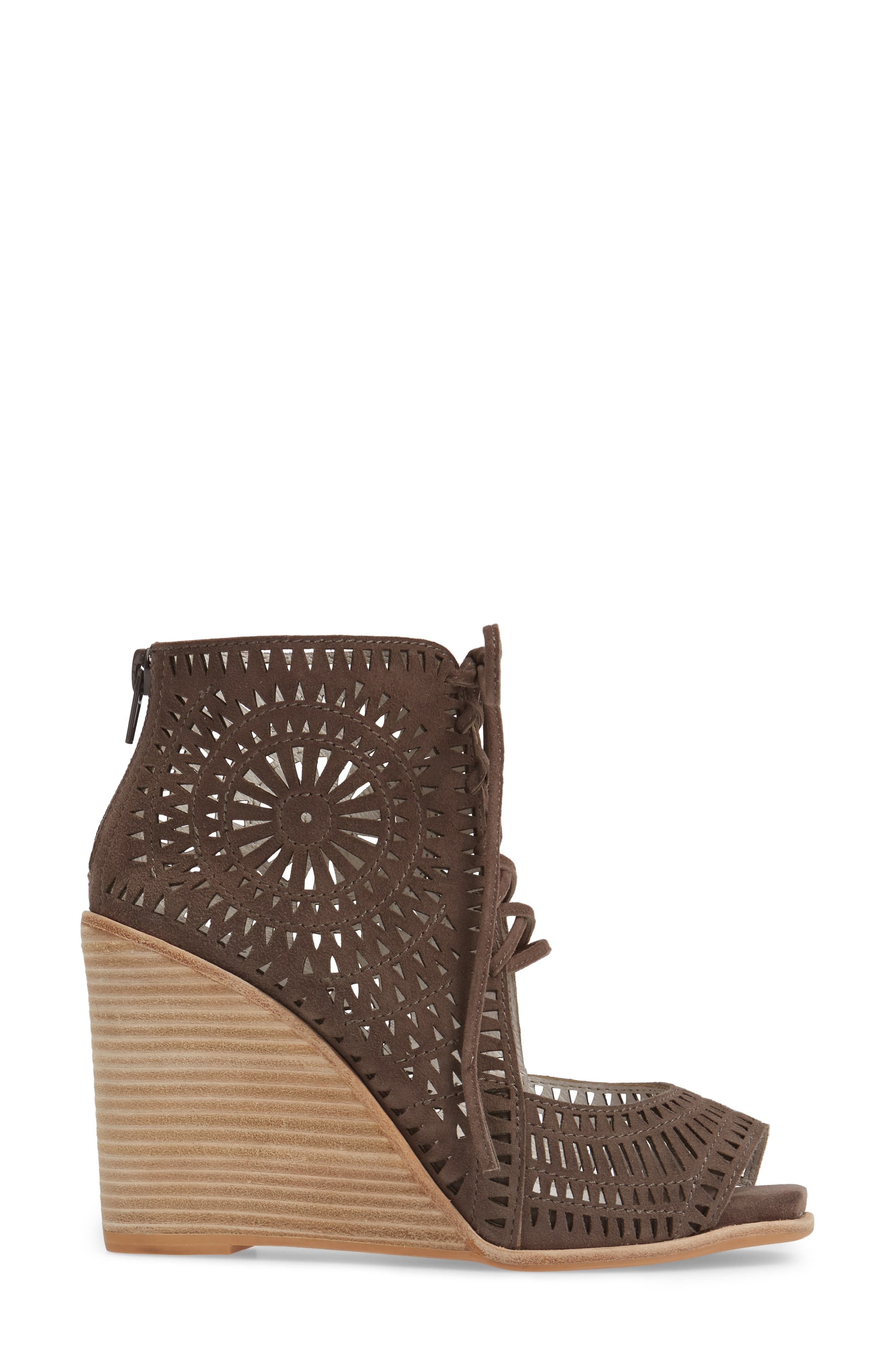 JEFFREY CAMPBELL, Rayos Perforated Wedge Sandal, Alternate thumbnail 3, color, 200