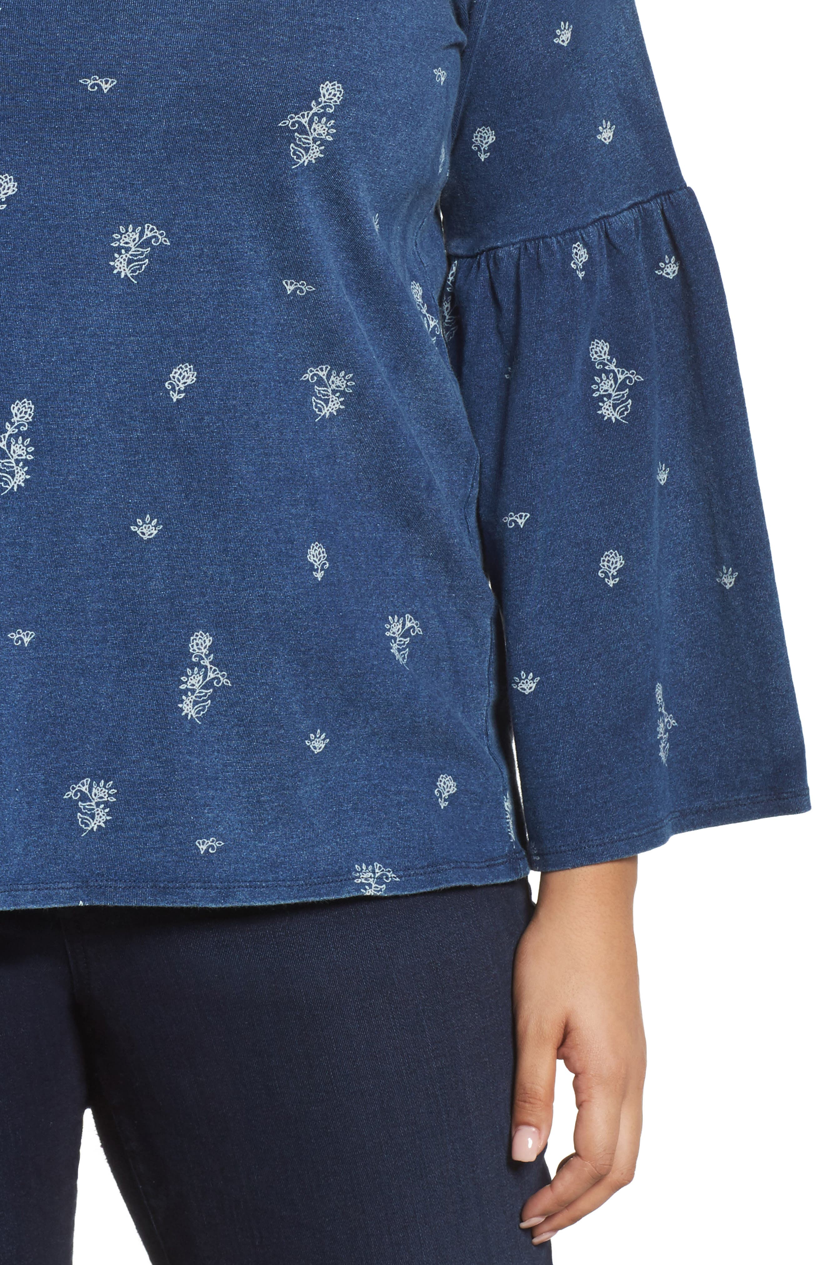 TWO BY VINCE CAMUTO, Ditzy Floral Print Bell Sleeve Top, Alternate thumbnail 4, color, TRUE INDIGO