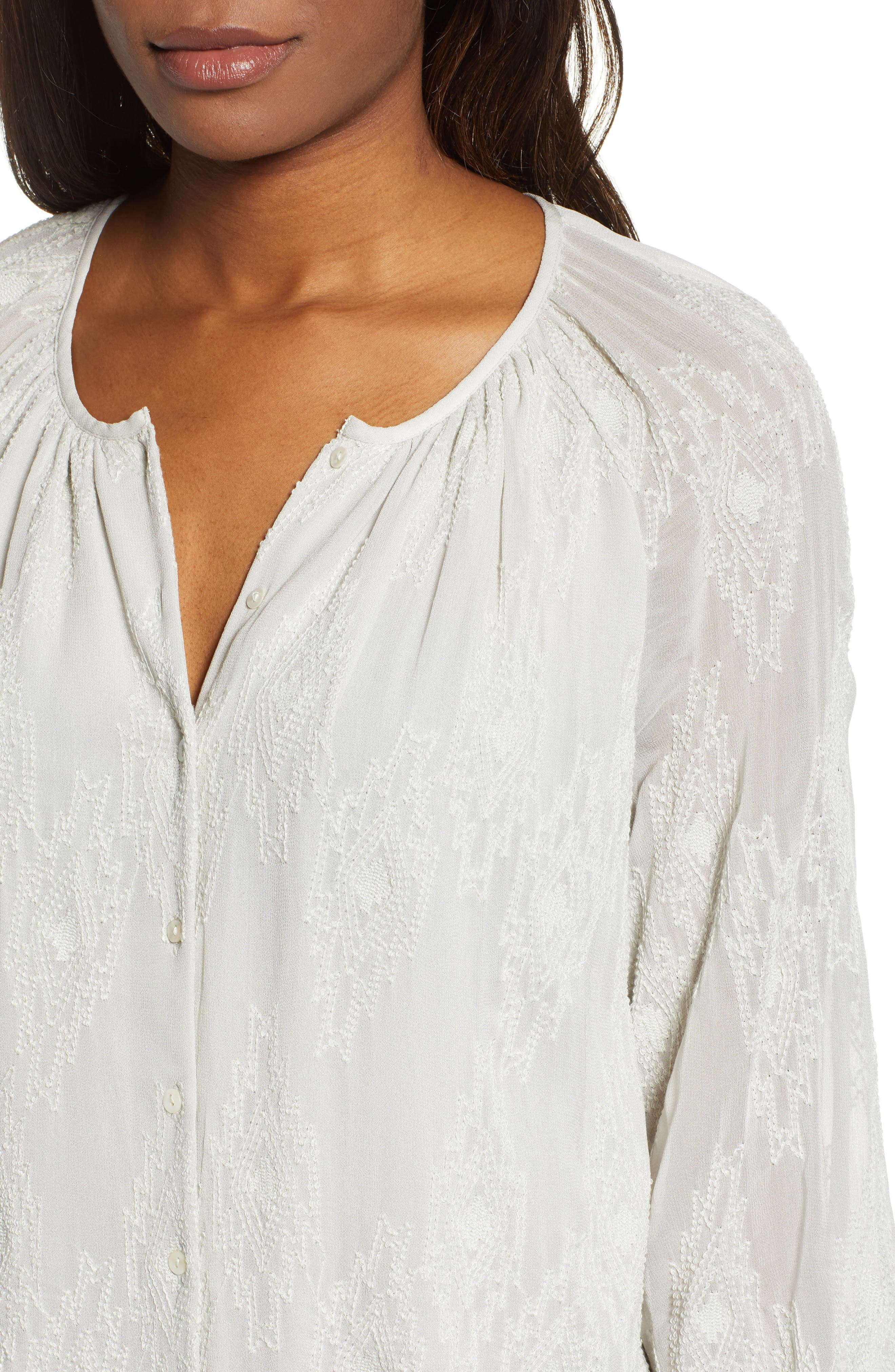LUCKY BRAND, Geo Embroidered Top, Alternate thumbnail 4, color, PALE BLUE
