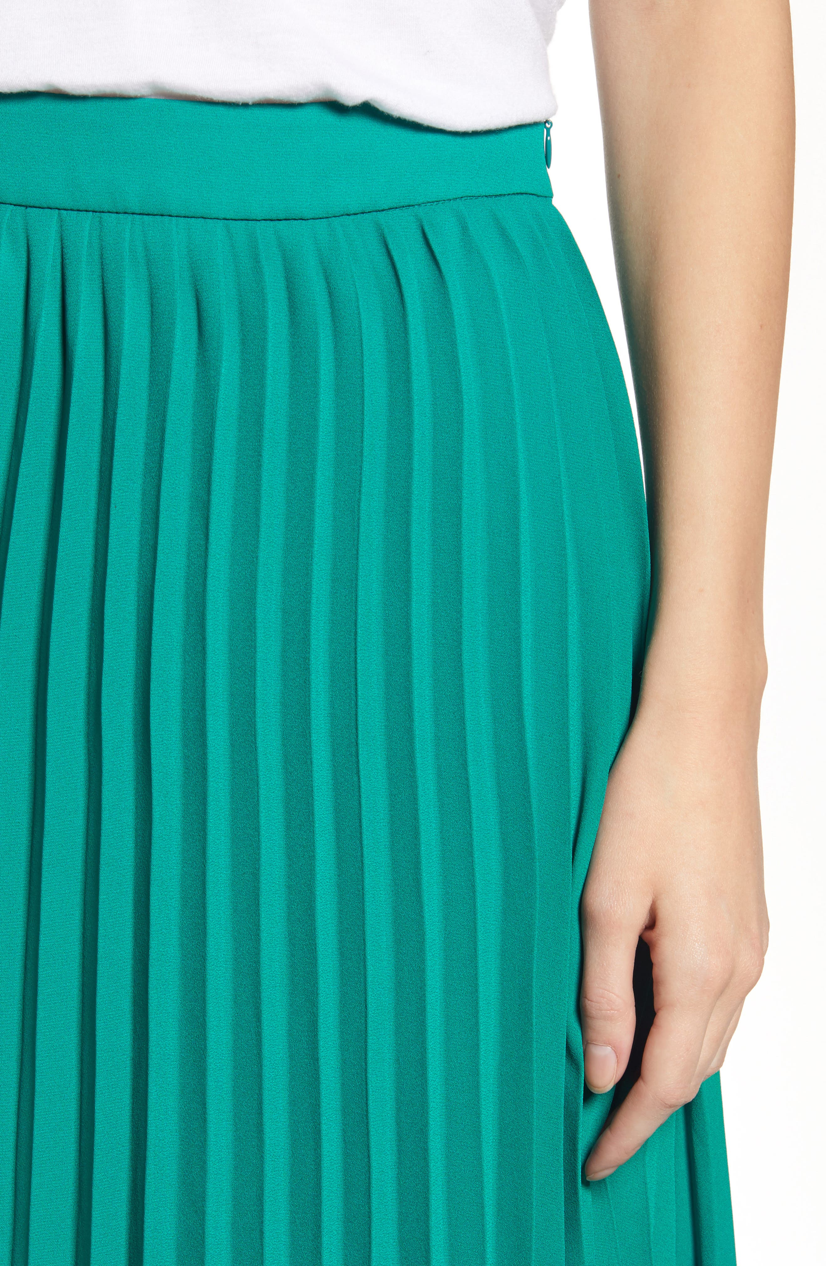 GIBSON, x International Women's Day Thamarr Pleated Skirt, Alternate thumbnail 4, color, GREEN