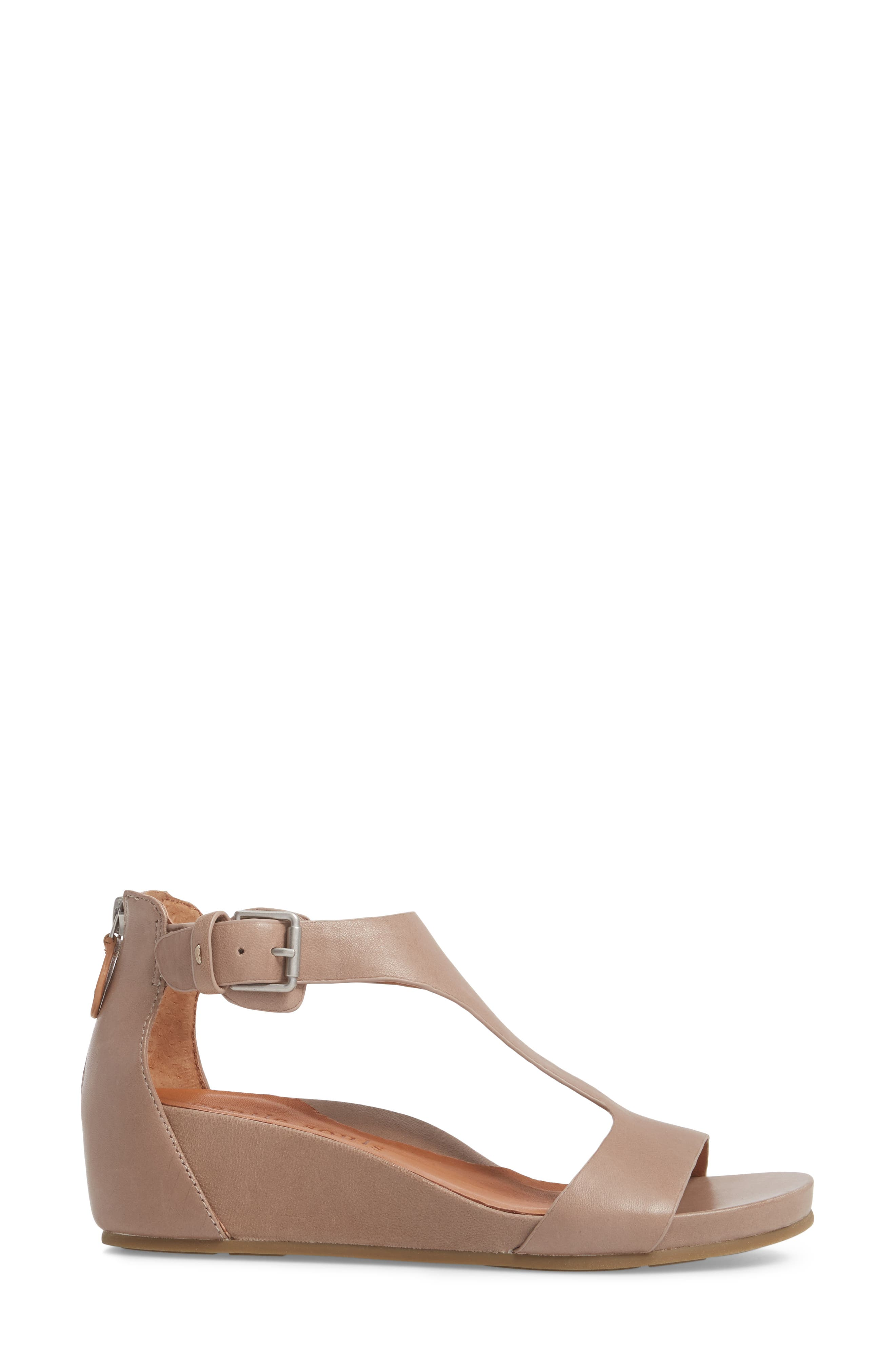 GENTLE SOULS BY KENNETH COLE, Gisele Wedge Sandal, Alternate thumbnail 3, color, PUTTY LEATHER