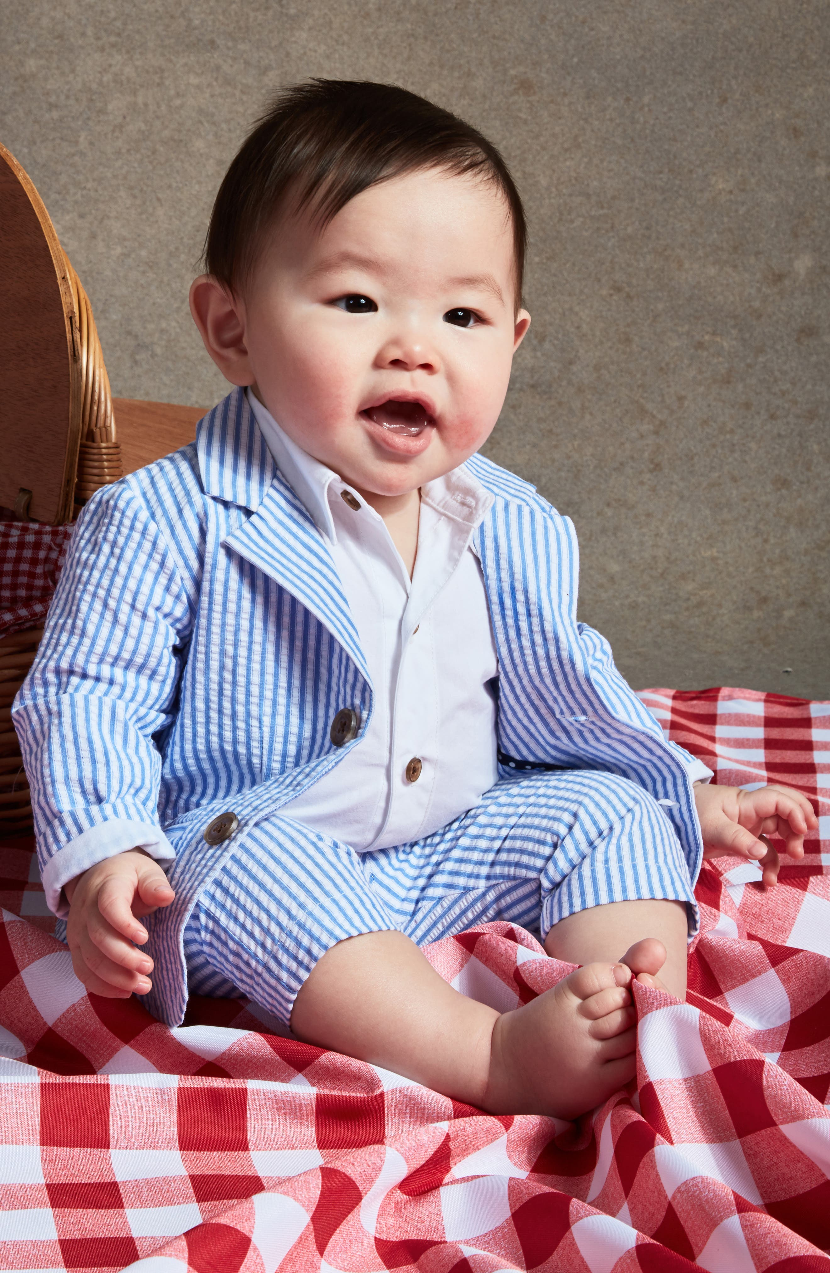 LITTLE BROTHER BY PIPPA & JULIE, Seersucker Suit Set, Alternate thumbnail 4, color, BLUE/ WHITE