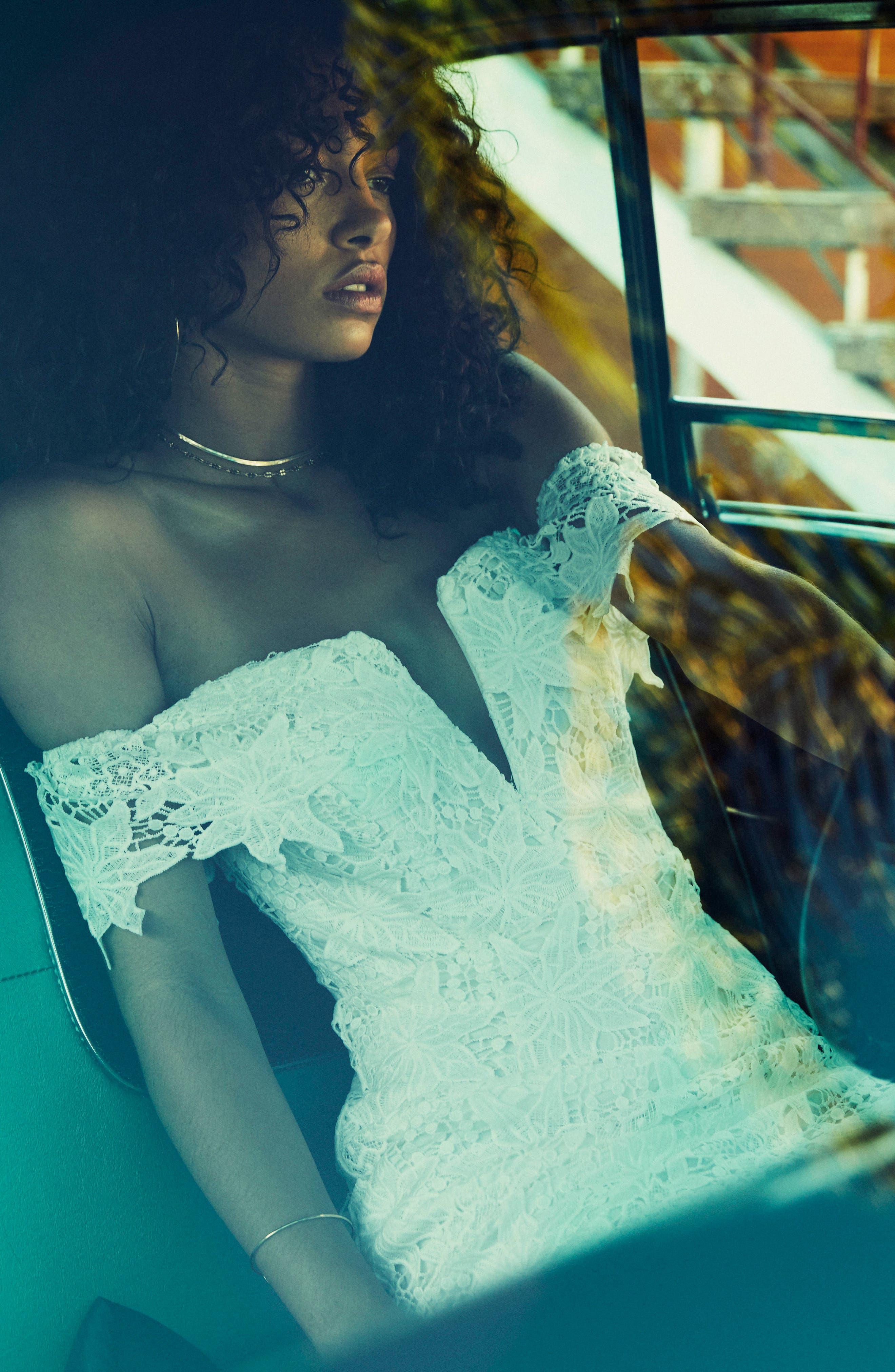 ASTR THE LABEL, Daniella Lace Body-Con Dress, Alternate thumbnail 6, color, 100