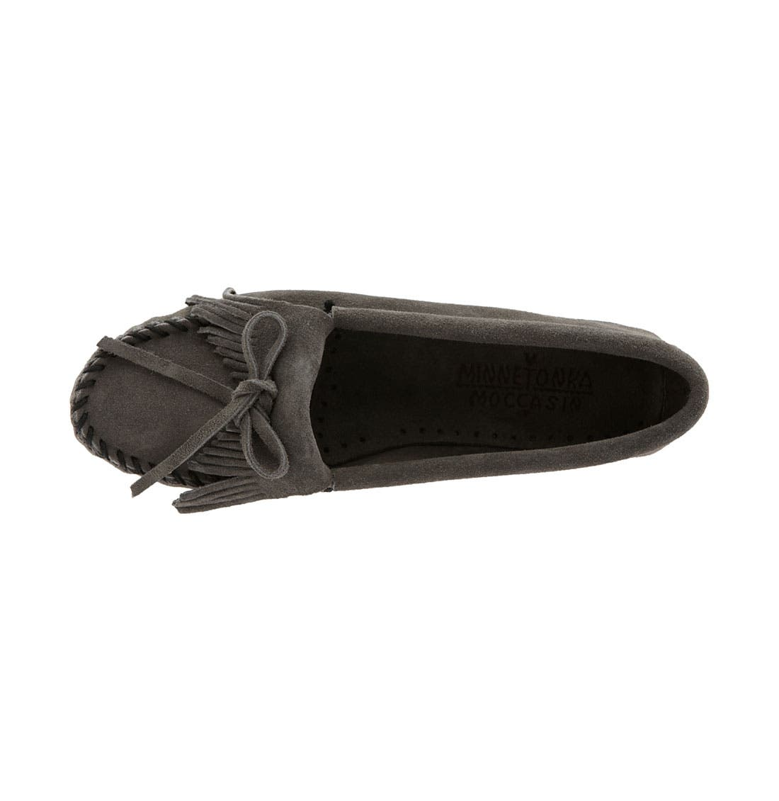 MINNETONKA, 'Kilty' Suede Moccasin, Alternate thumbnail 3, color, GREY