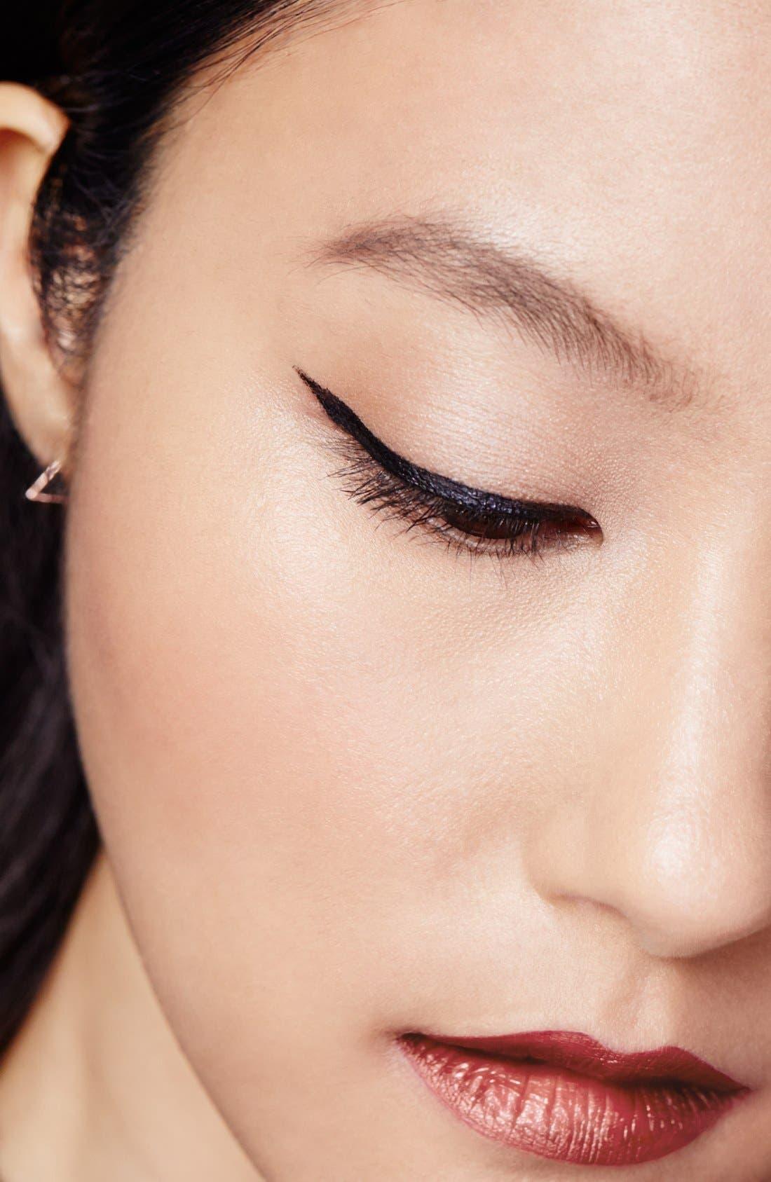 YVES SAINT LAURENT, Eyeliner Effet Faux Cils Bold Felt Tip Eyeliner Pen, Alternate thumbnail 2, color, NO. 01 BLACK