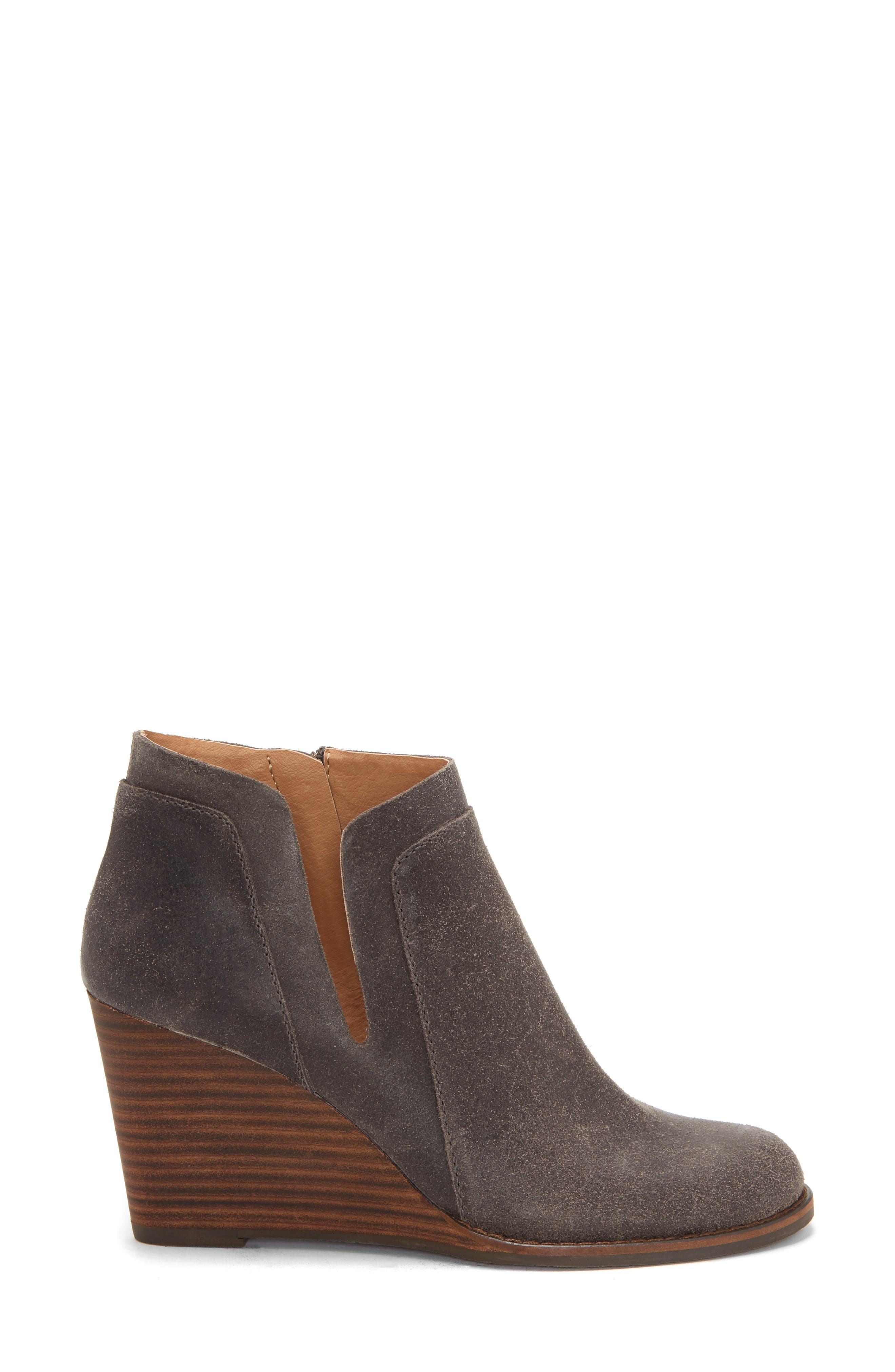 LUCKY BRAND, Yabba Wedge Bootie, Alternate thumbnail 3, color, STORM NUBUCK