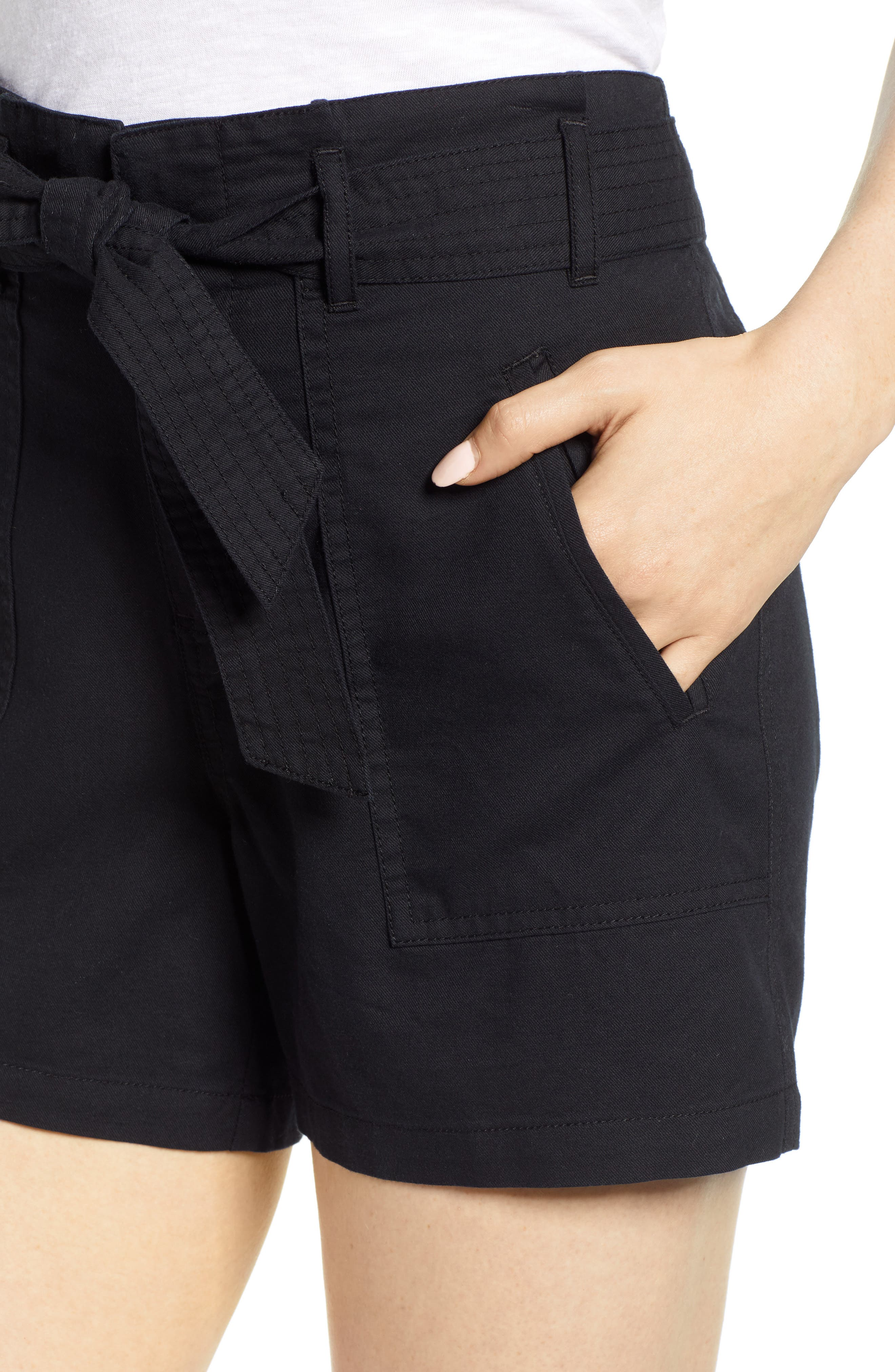CASLON<SUP>®</SUP>, Belted Twill Shorts, Alternate thumbnail 4, color, BLACK