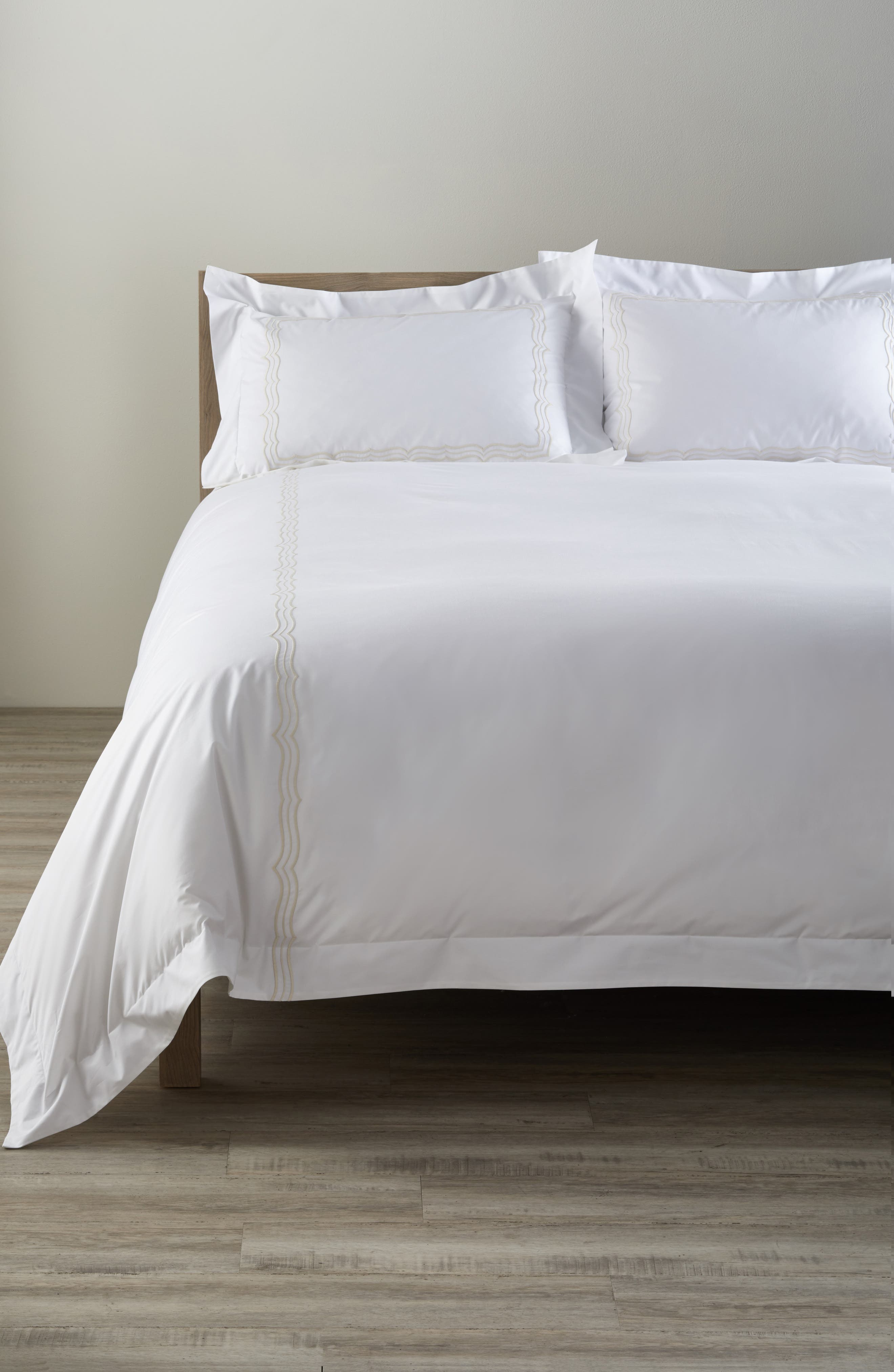 Matouk Paola 520 Thread Count Duvet Cover Size FullQueen  Brown