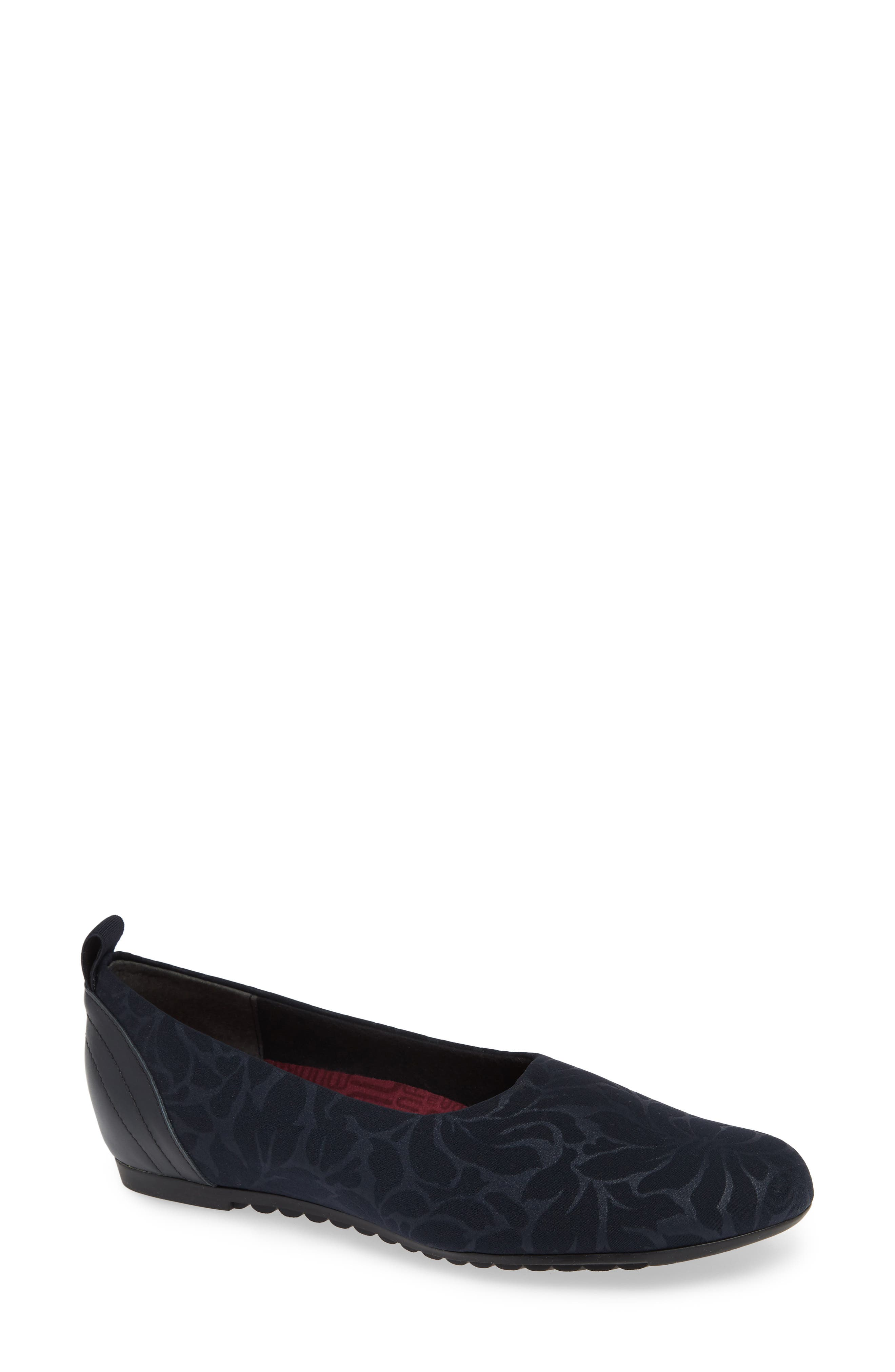 MUNRO, Iriana Flat, Main thumbnail 1, color, NAVY STRETCH FABRIC