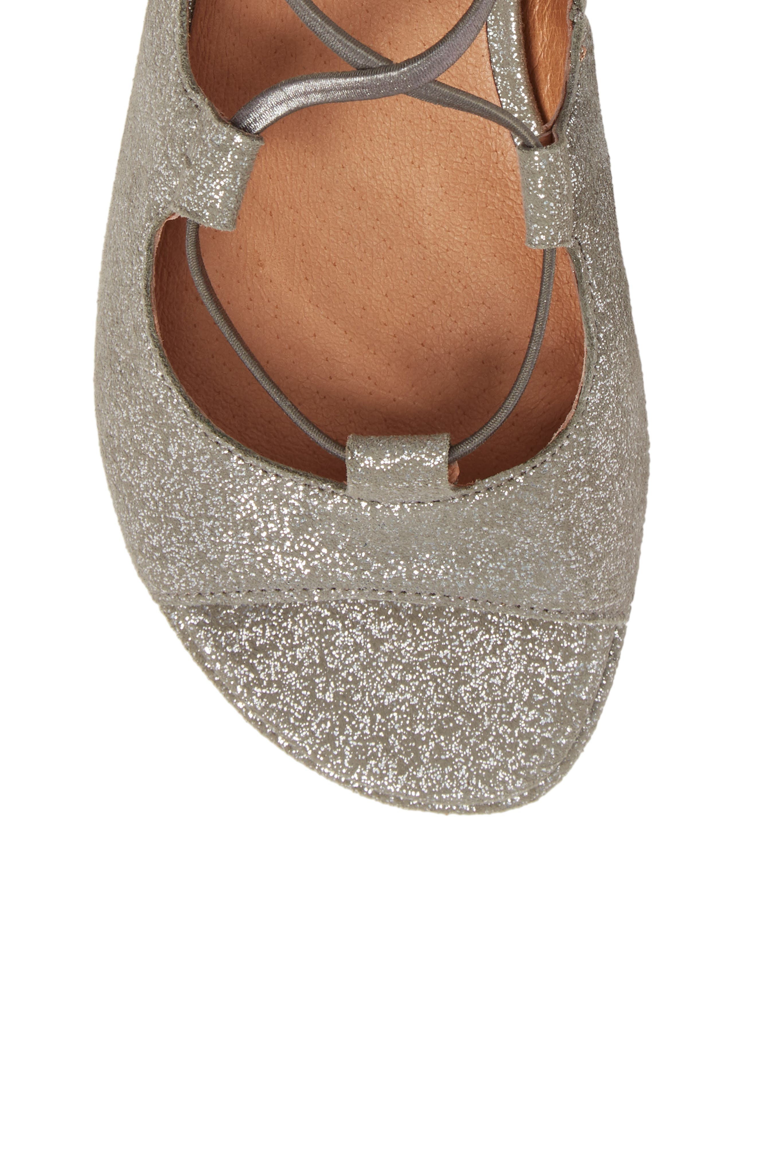 GENTLE SOULS BY KENNETH COLE, Lark Sandal, Alternate thumbnail 5, color, LIGHT PEWTER METALLIC LEATHER