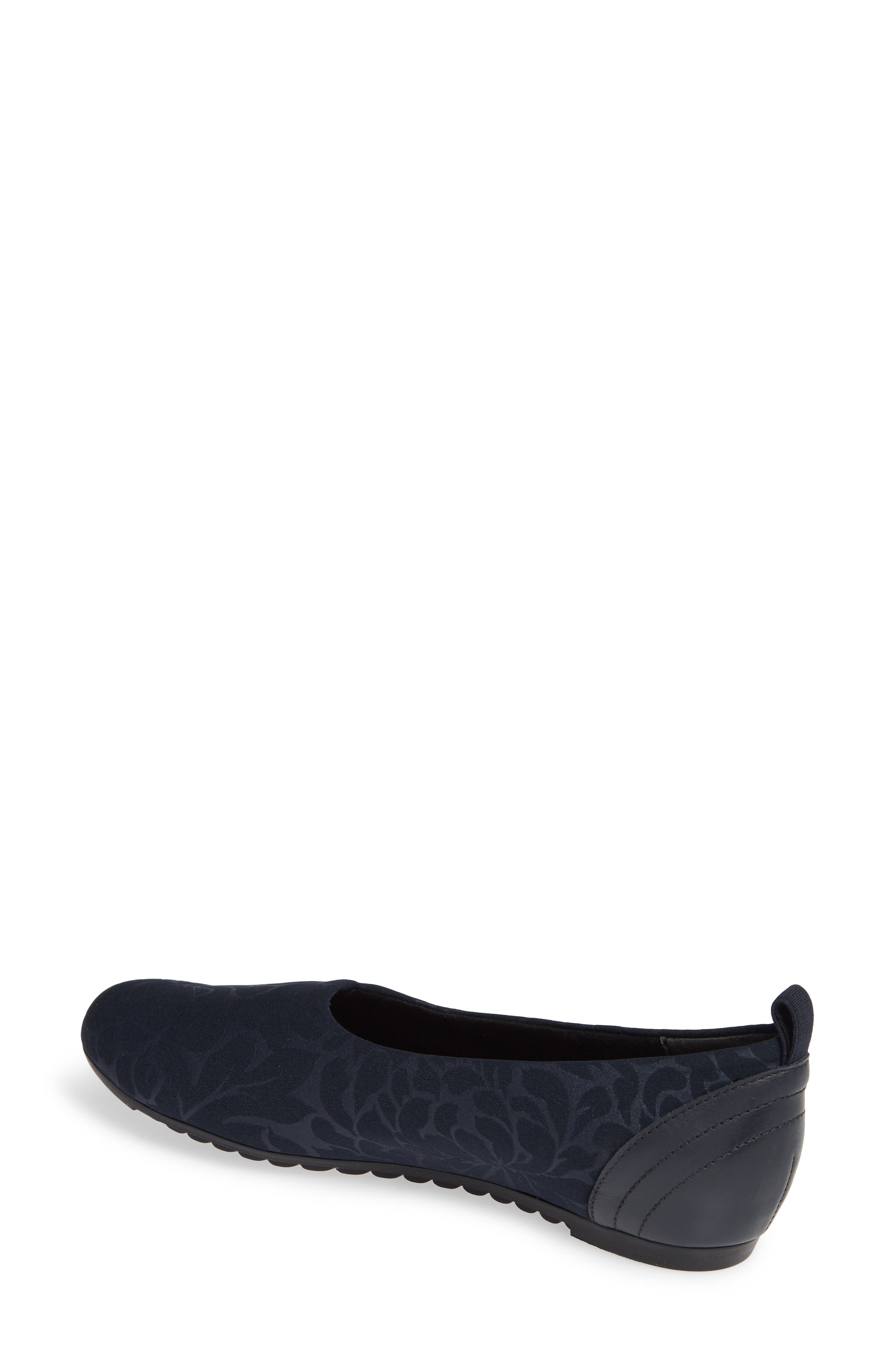MUNRO, Iriana Flat, Alternate thumbnail 2, color, NAVY STRETCH FABRIC
