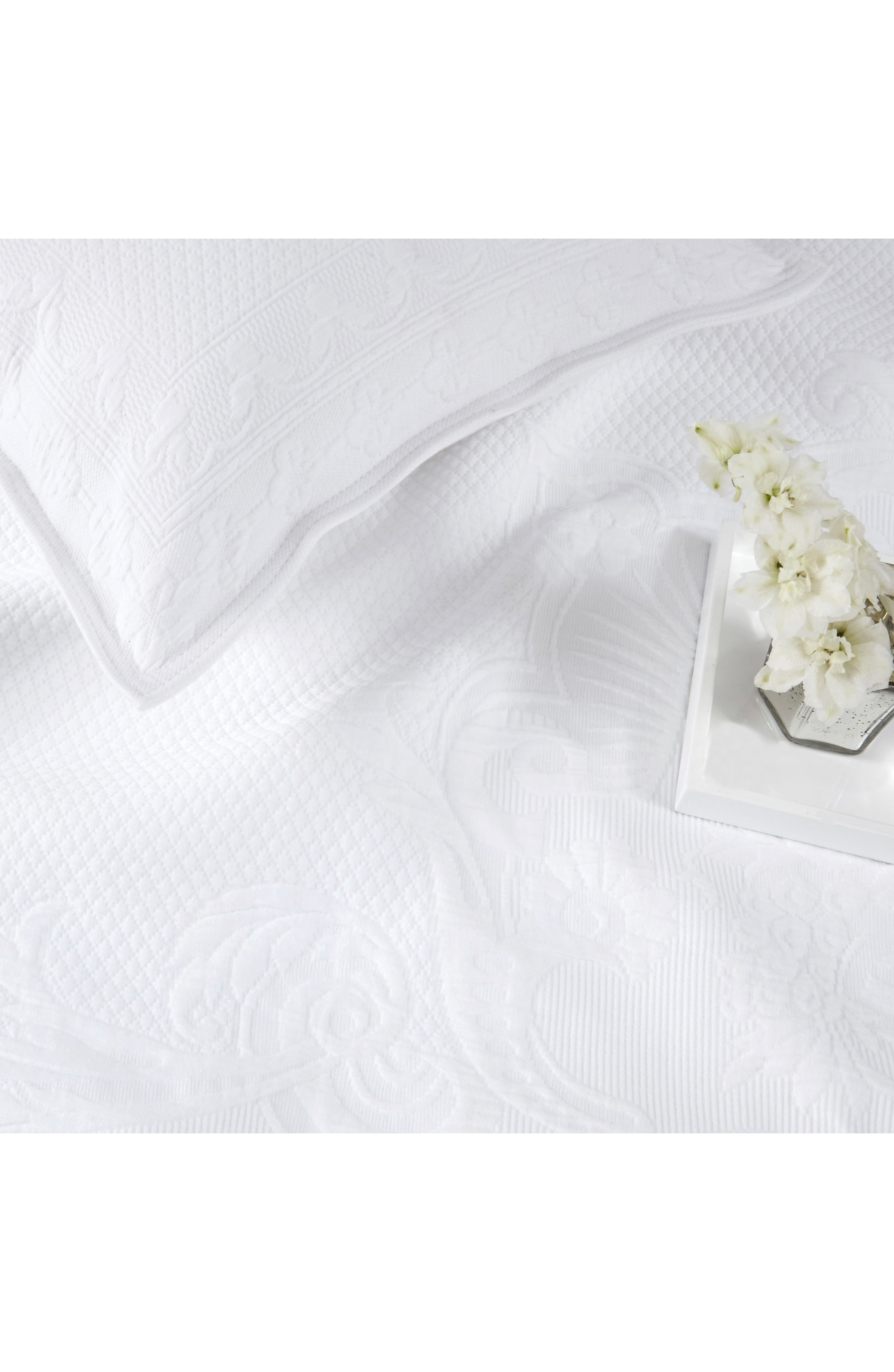 THE WHITE COMPANY, Vintage Etienne Bedspread, Alternate thumbnail 2, color, WHITE