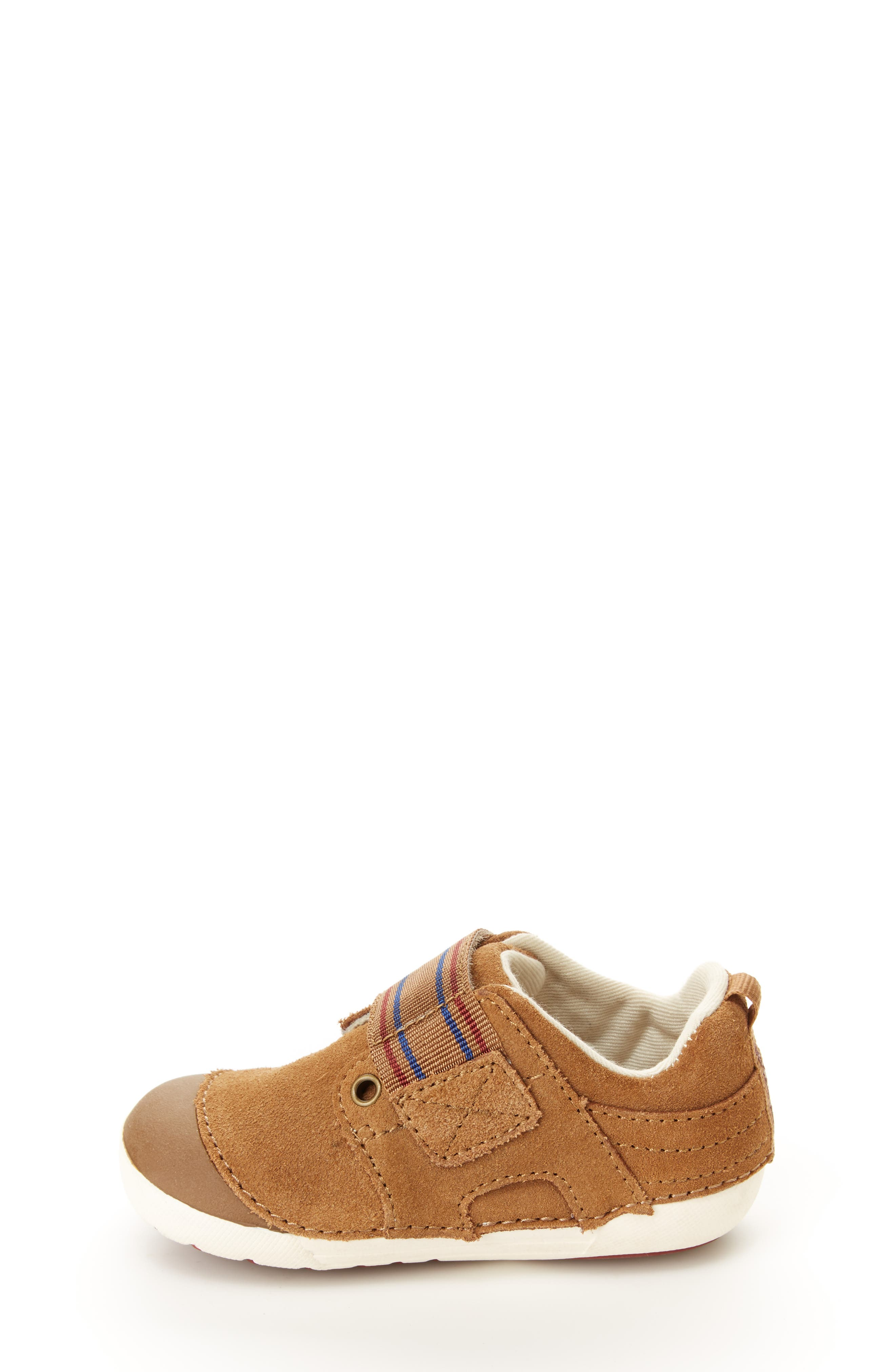 STRIDE RITE, Soft Motion<sup>™</sup> Cameron Sneaker, Alternate thumbnail 7, color, BROWN