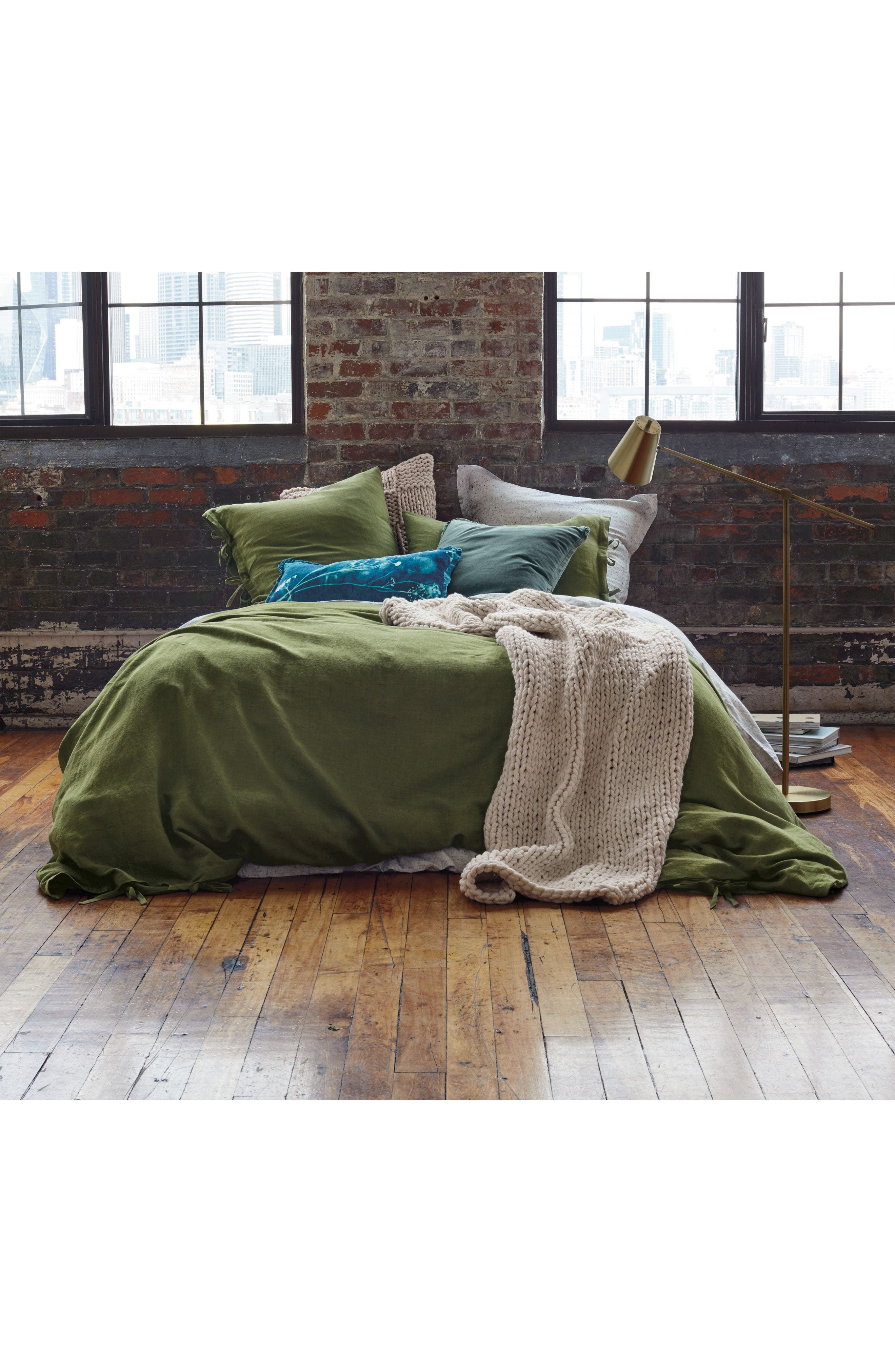 TREASURE & BOND, Relaxed Cotton & Linen Duvet Cover, Alternate thumbnail 4, color, OLIVE SPICE