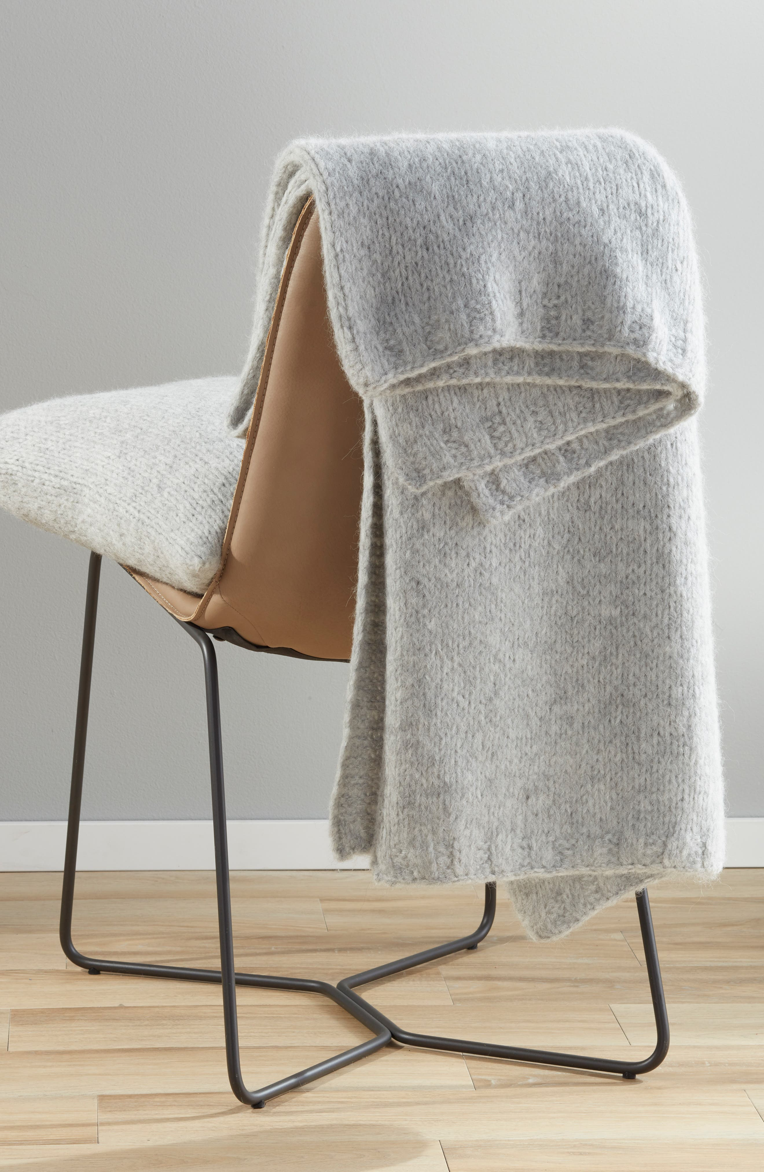 NORDSTROM SIGNATURE, Chunky Knit Alpaca Blend Throw Blanket, Alternate thumbnail 3, color, GREY HEATHER