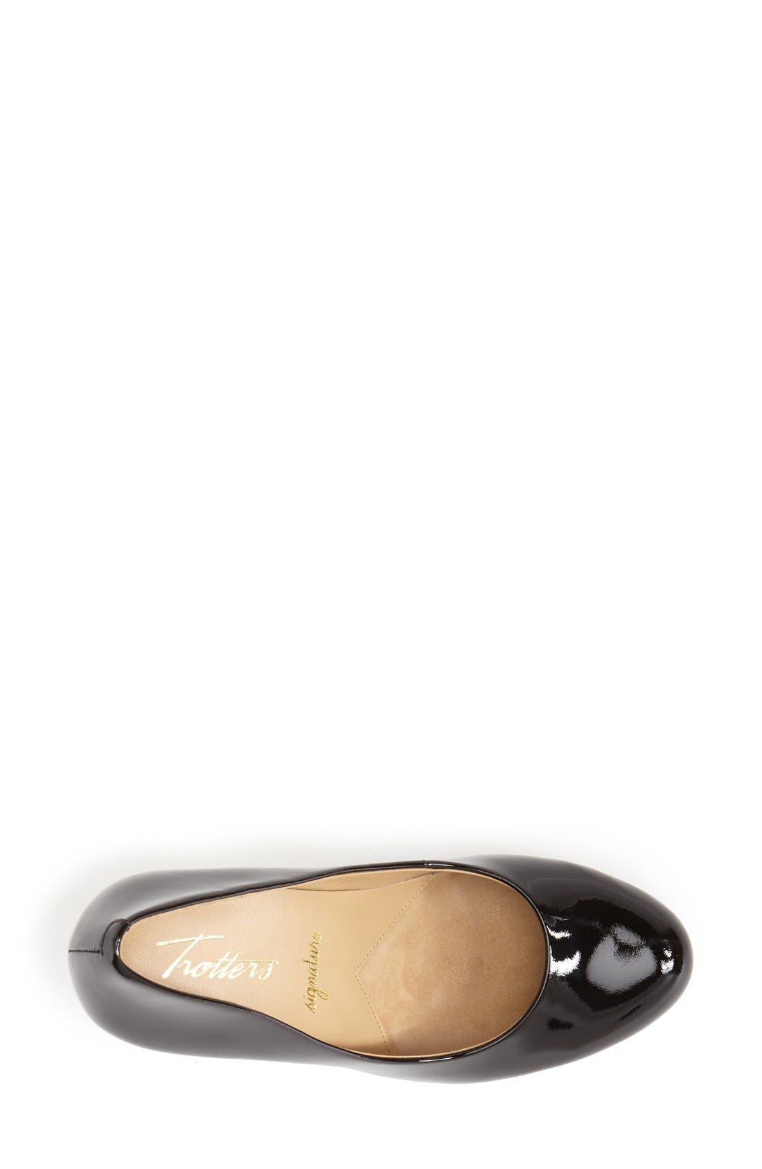 TROTTERS, 'Signature Gigi' Round Toe Pump, Alternate thumbnail 2, color, BLACK PATENT