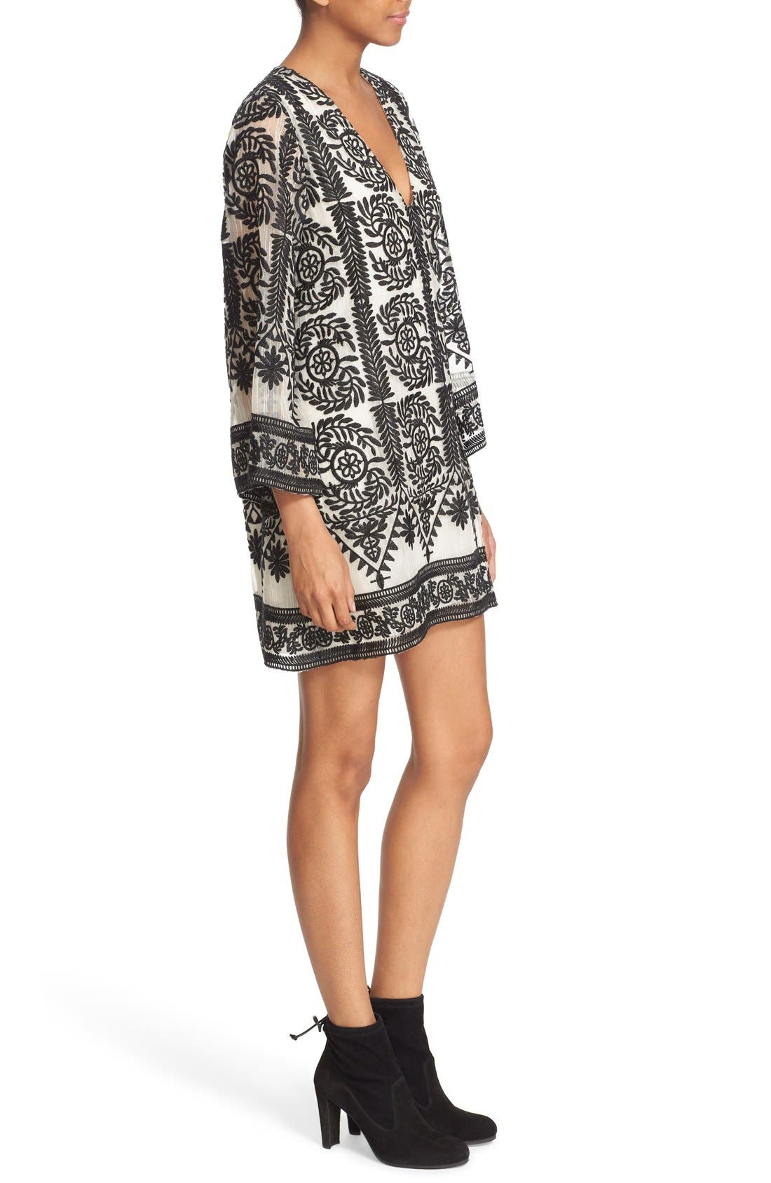 ALICE + OLIVIA, 'Katt' Print V-Neck Caftan Minidress, Alternate thumbnail 5, color, 001