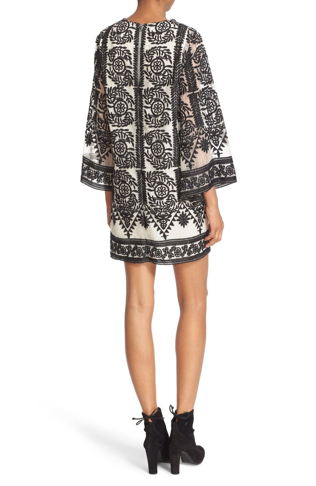 ALICE + OLIVIA, 'Katt' Print V-Neck Caftan Minidress, Alternate thumbnail 4, color, 001