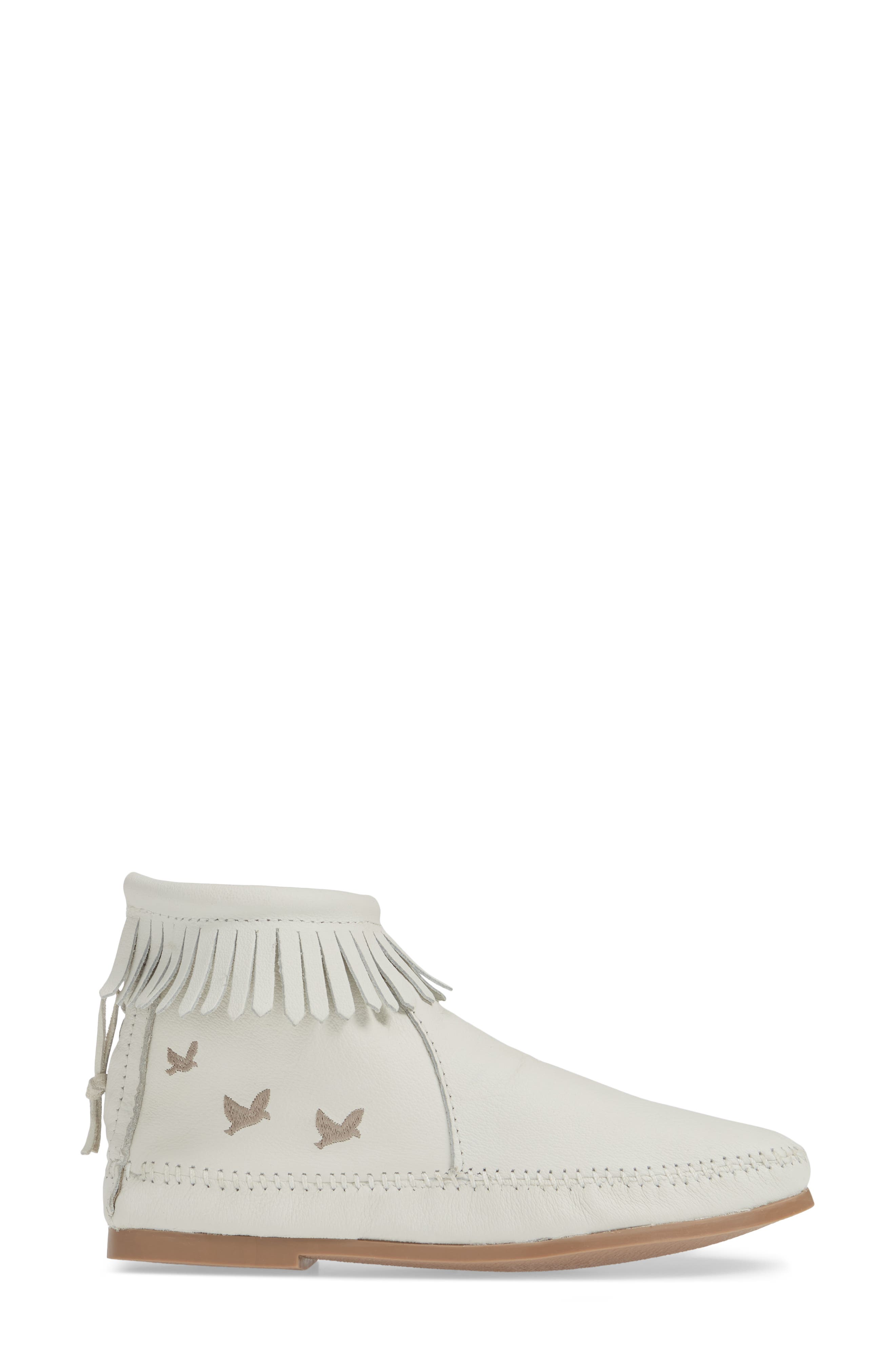 MINNETONKA, x Lottie Moss Lauryn Fringe Bootie, Alternate thumbnail 3, color, WHITE LEATHER