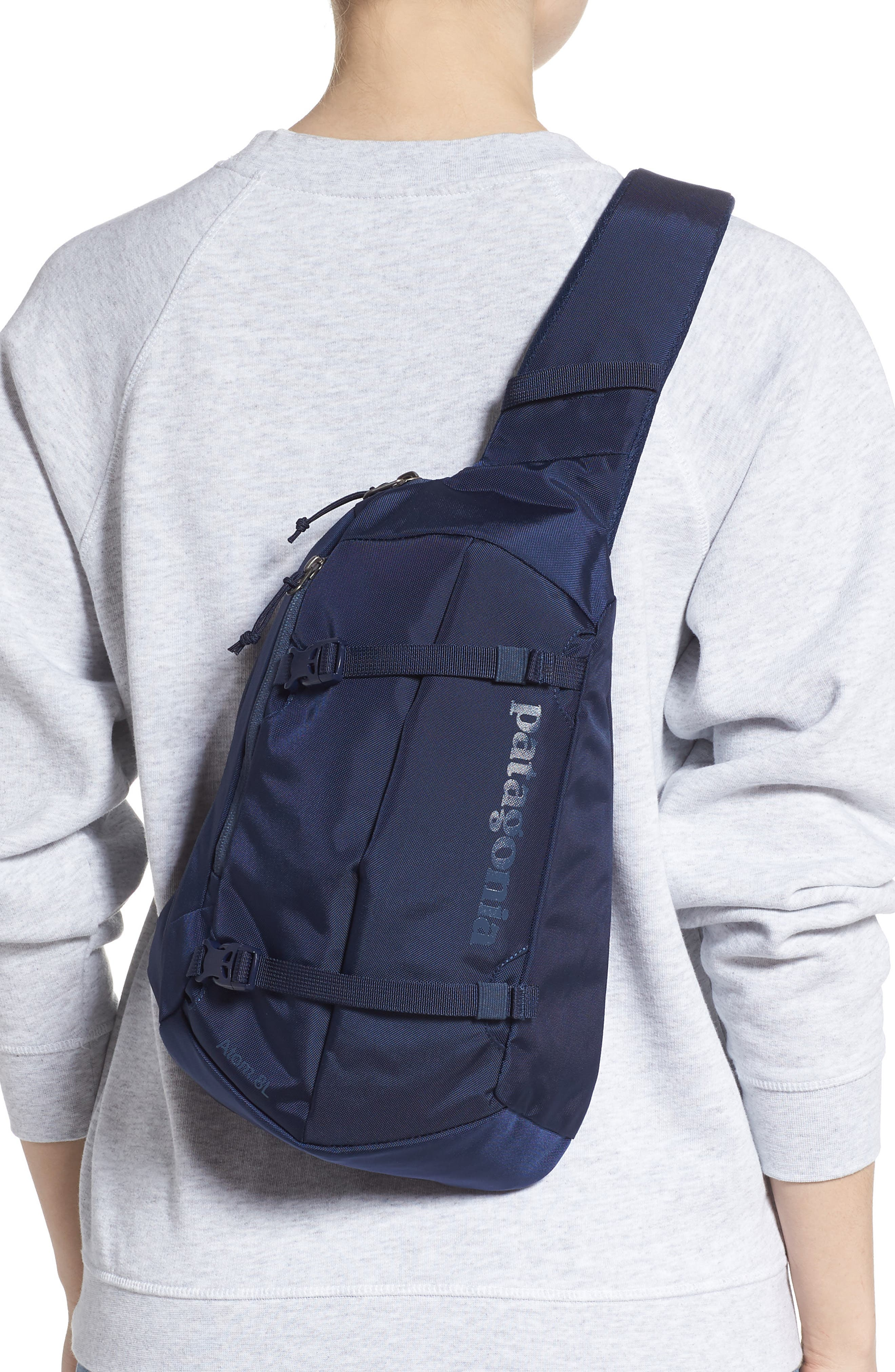 PATAGONIA, Atom 8L Sling Backpack, Alternate thumbnail 2, color, CLASSIC NAVY W/ NAVY