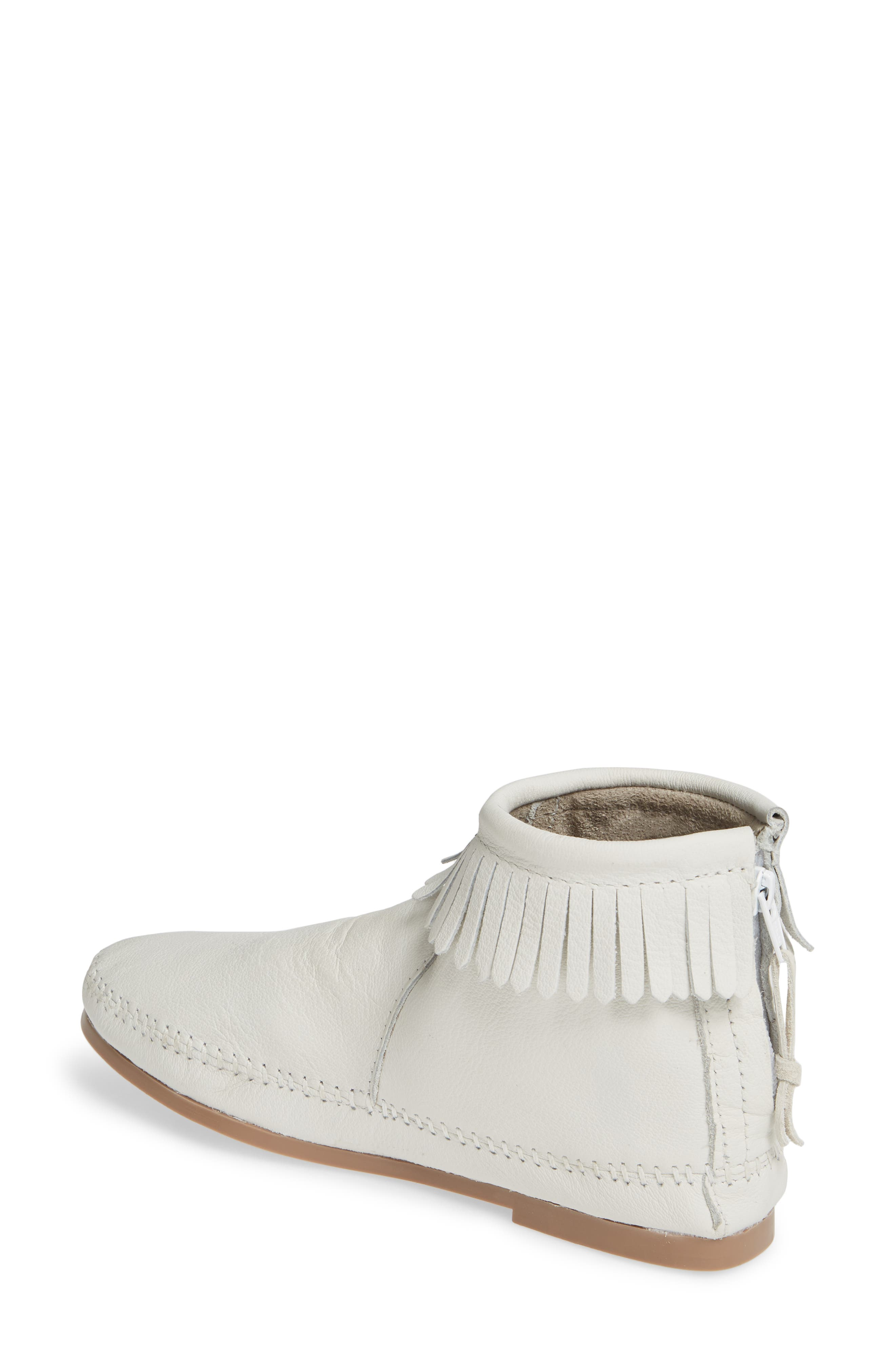 MINNETONKA, x Lottie Moss Lauryn Fringe Bootie, Alternate thumbnail 2, color, WHITE LEATHER