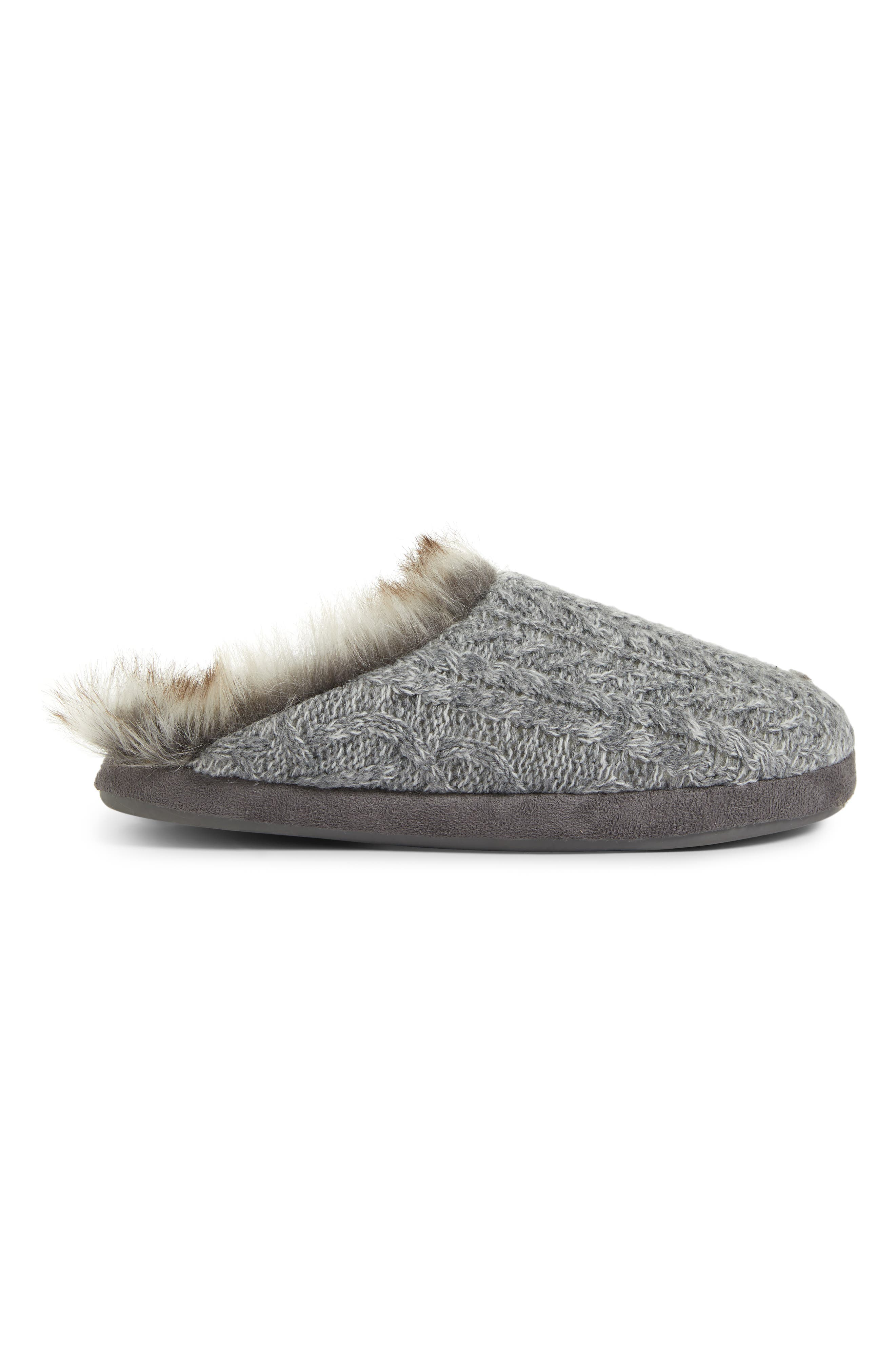 PJ SALVAGE, Faux Fur Trim Cable Knit Slipper, Alternate thumbnail 3, color, HEATHER GREY