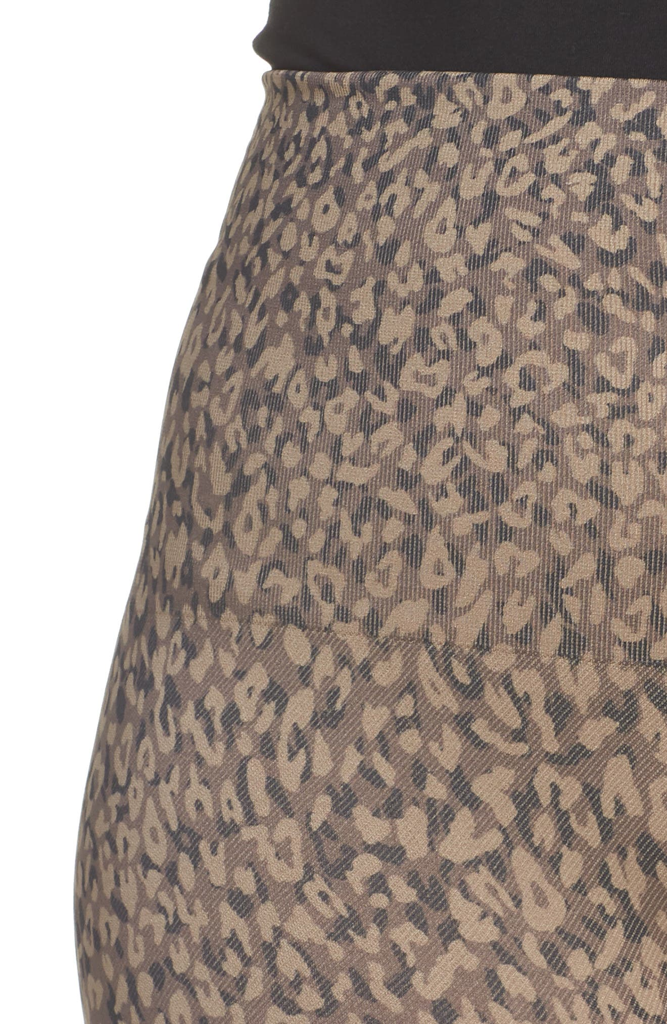 SPANX<SUP>®</SUP>, Look At Me Now Seamless Leggings, Alternate thumbnail 5, color, MINI LEOPARD