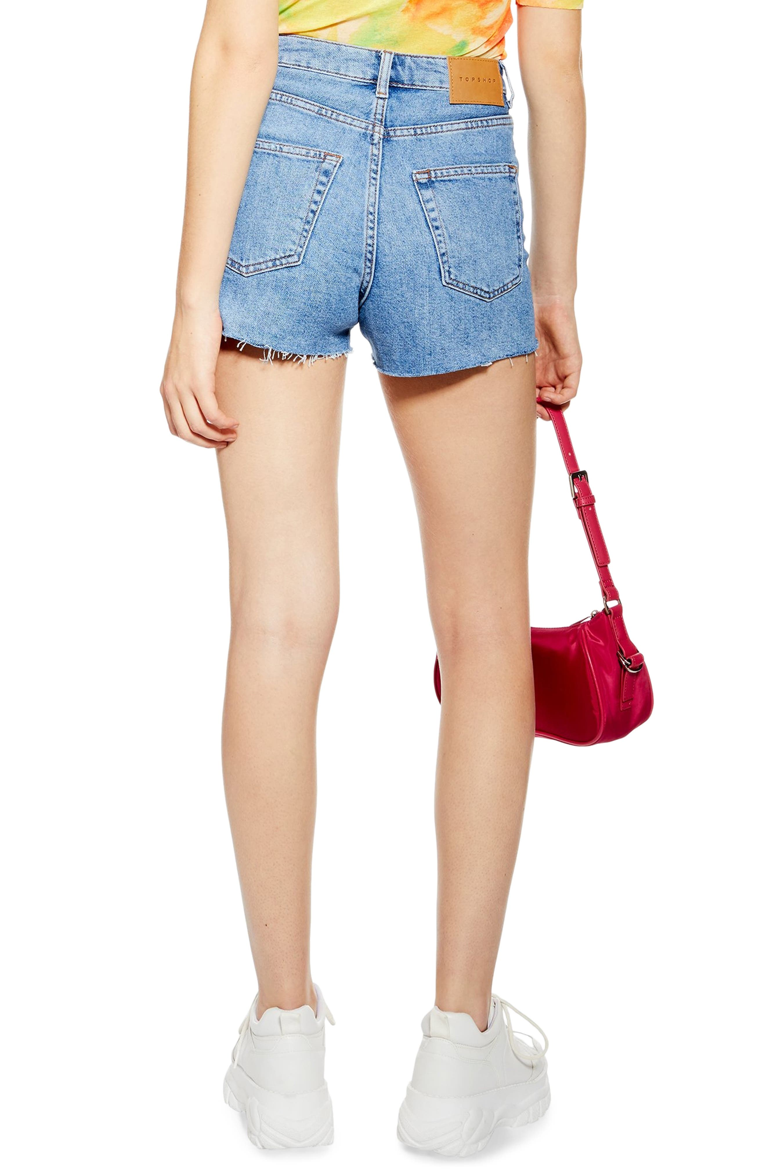 TOPSHOP, Premium Denim Mom Shorts, Alternate thumbnail 2, color, MID DENIM