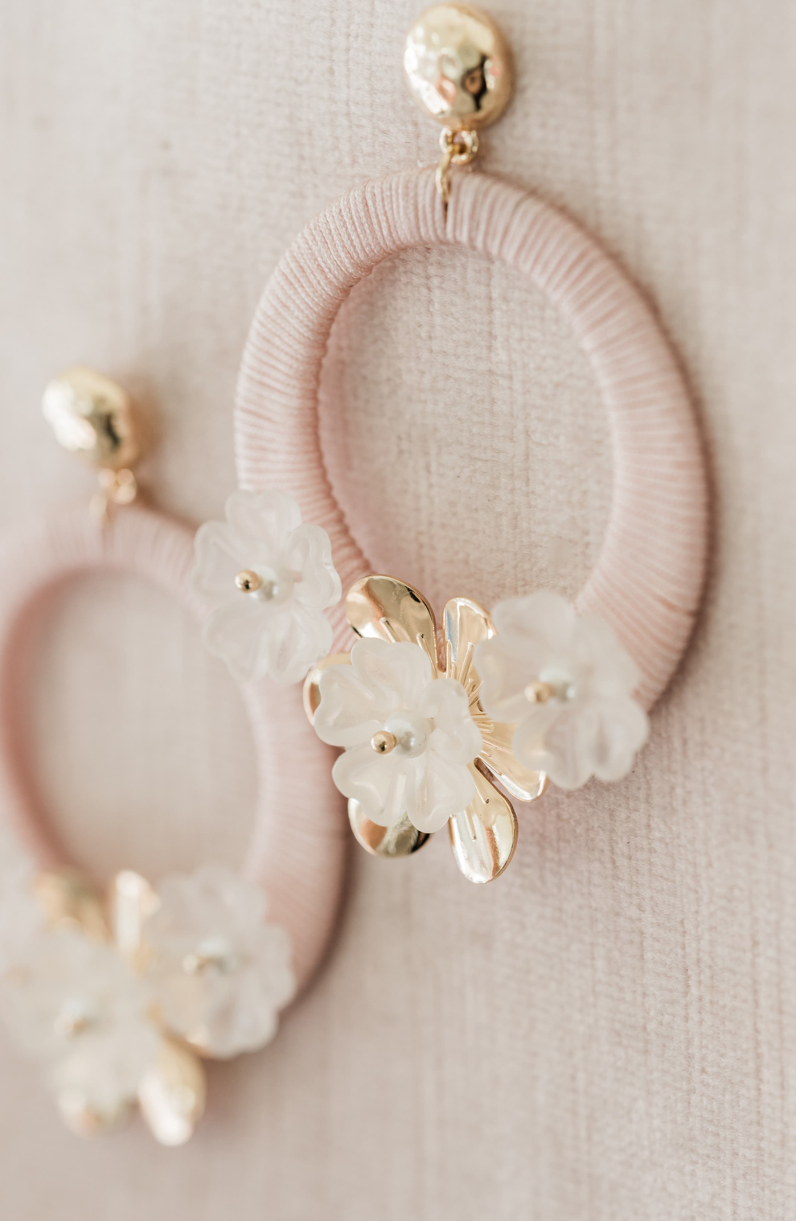 RACHEL PARCELL, Flower Hoop Drop Earrings, Alternate thumbnail 3, color, PINK PEARL- GOLD